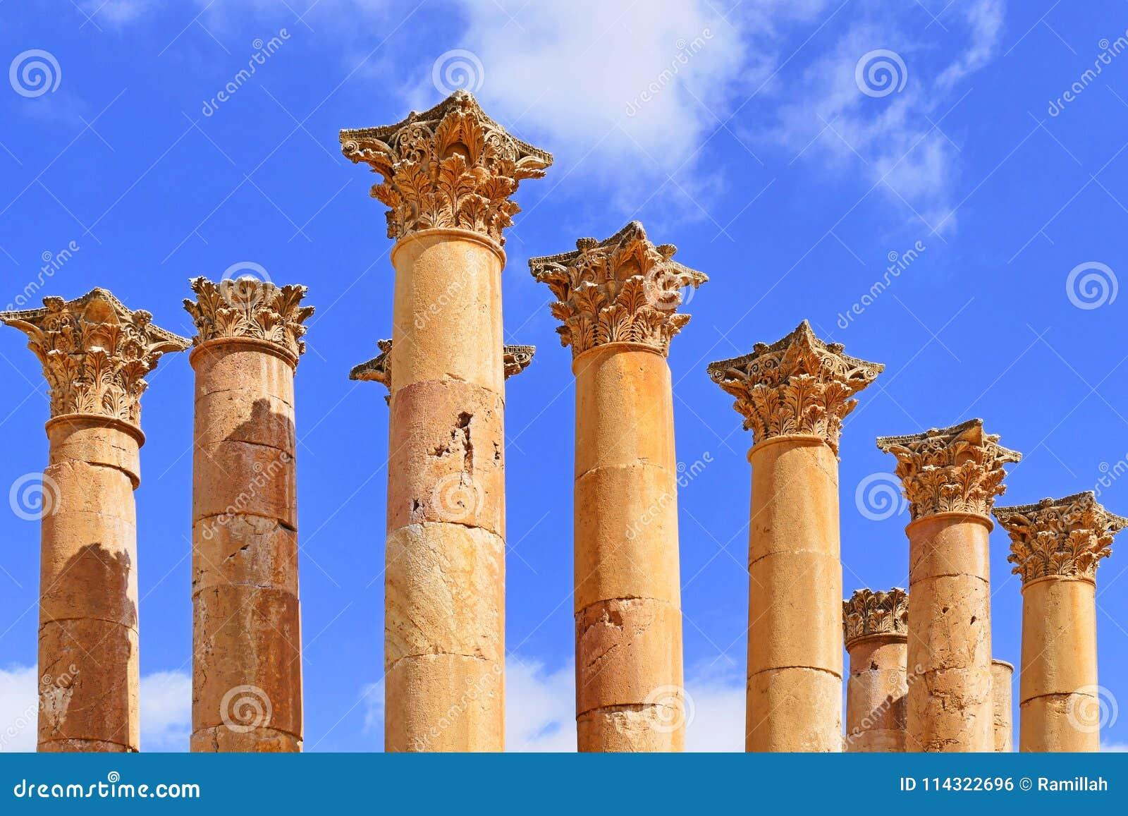 在亚底米神庙的古老哥林斯人专栏在杰拉什,约旦