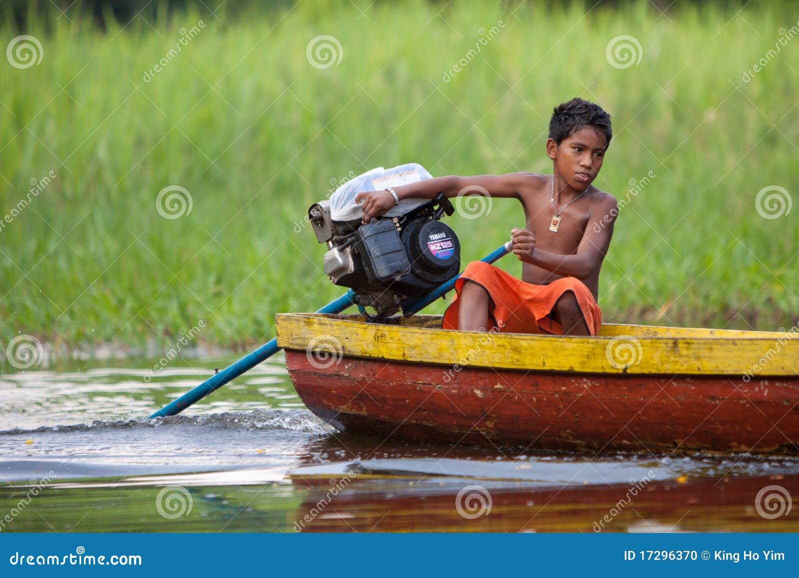 在亚马孙河的小船