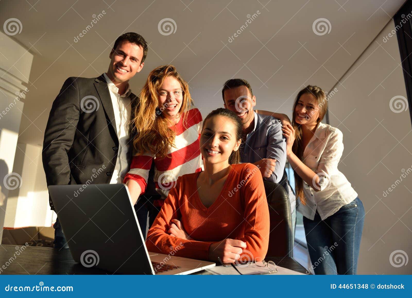 在会议的商人队