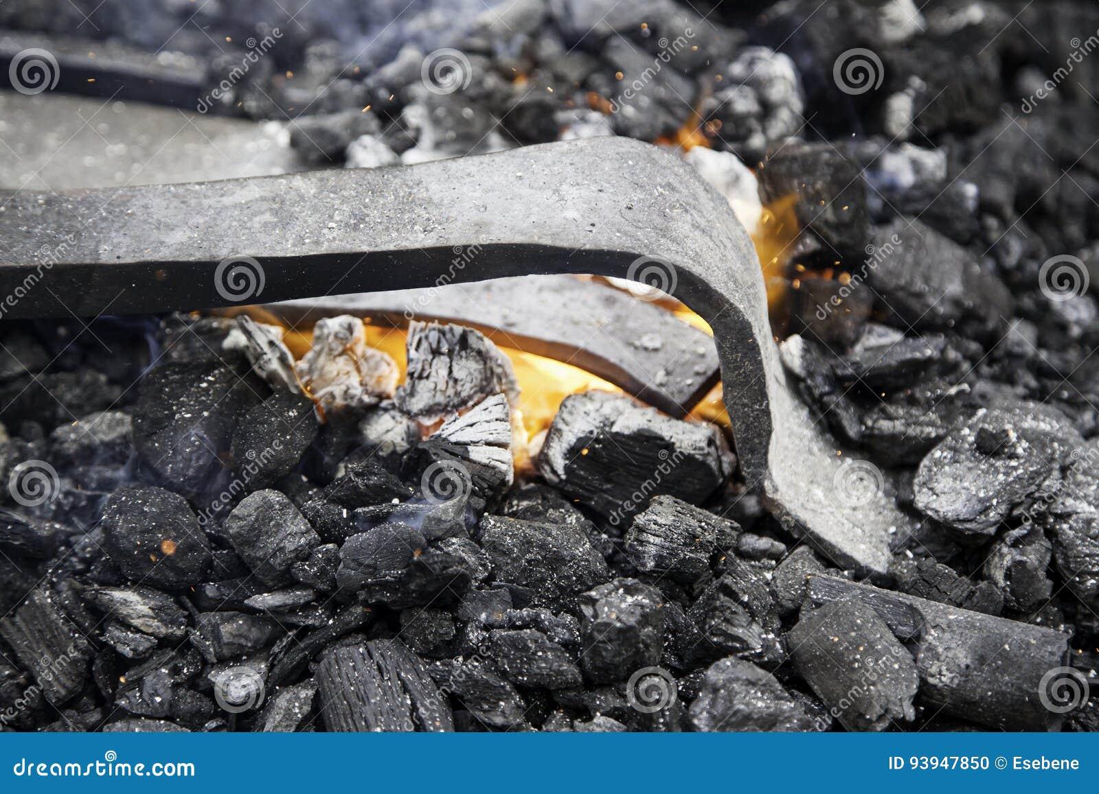 在伪造的炭烬