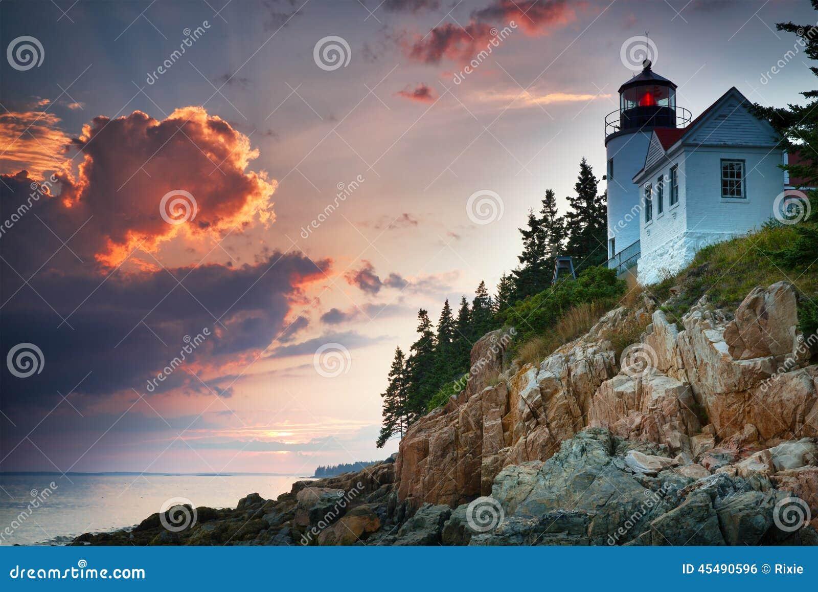 在低音港口灯塔的日落
