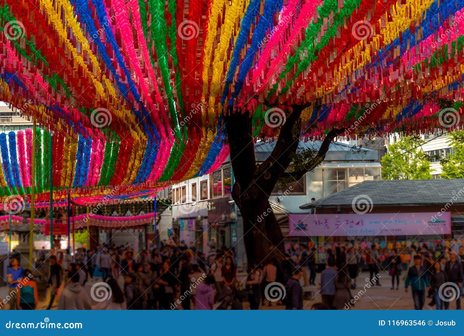 在佛教寺庙的亚洲灯笼