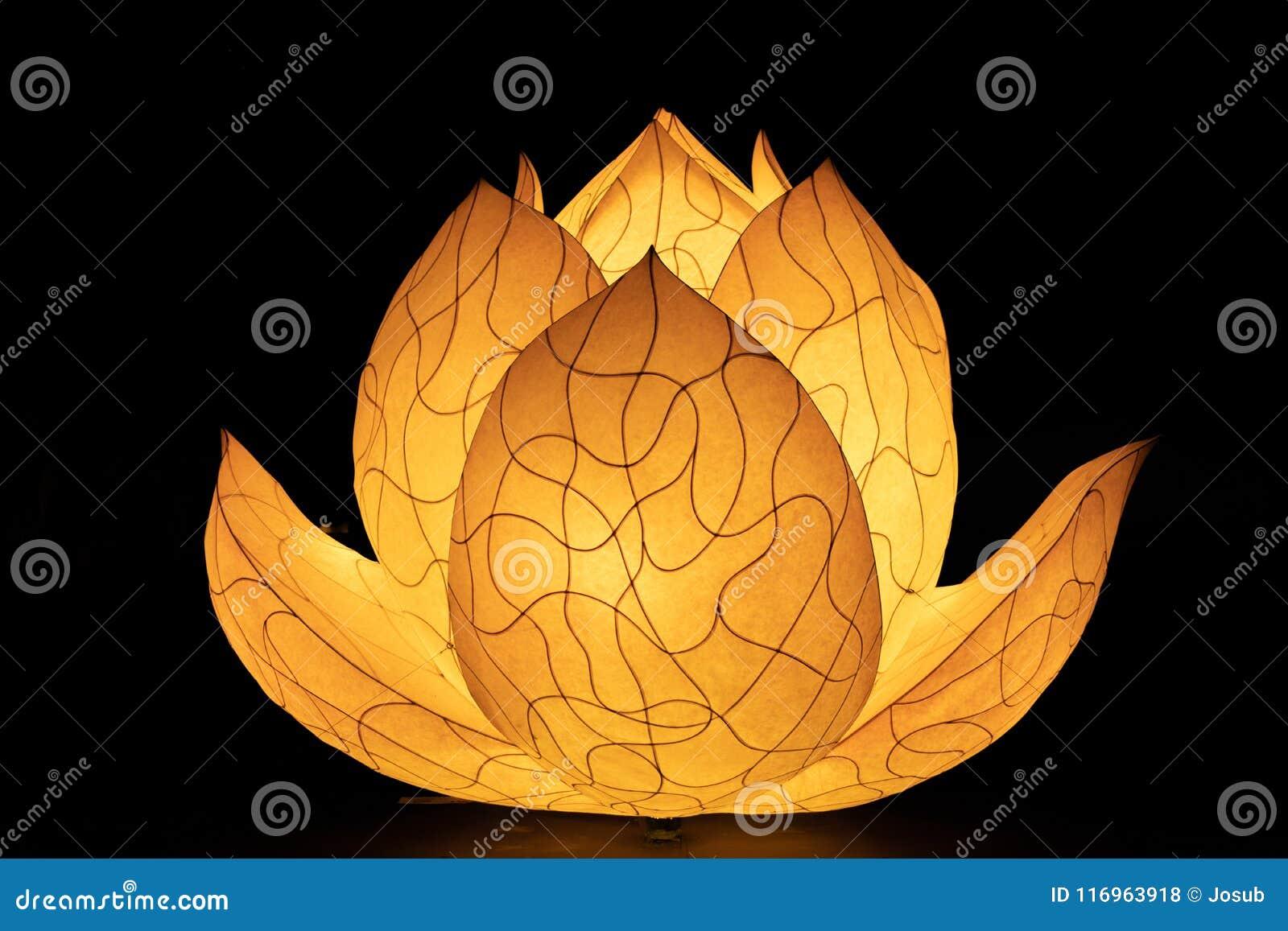 在佛教寺庙的亚洲莲花灯笼