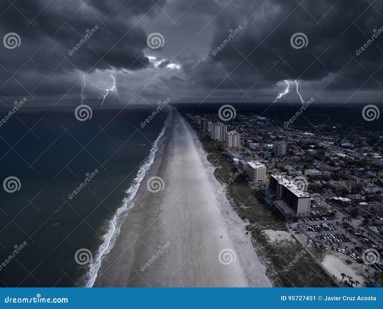 在佛罗里达海岸的风暴
