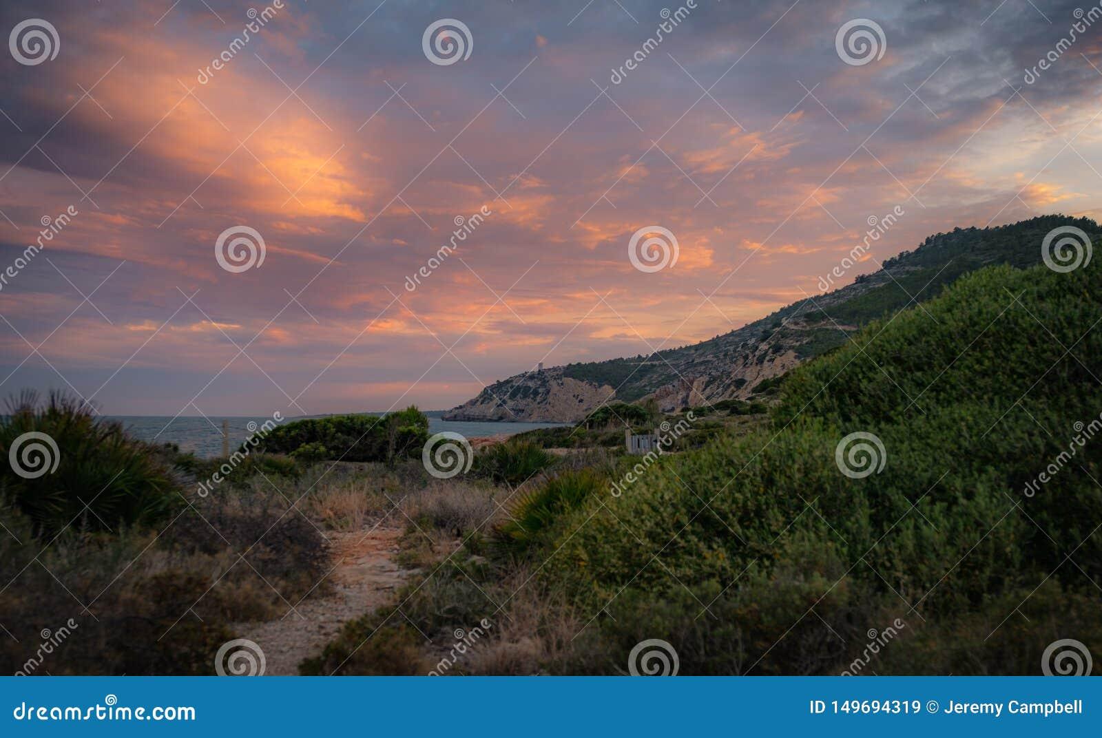 在佩尼伊斯科拉坚固性海岸线的日落