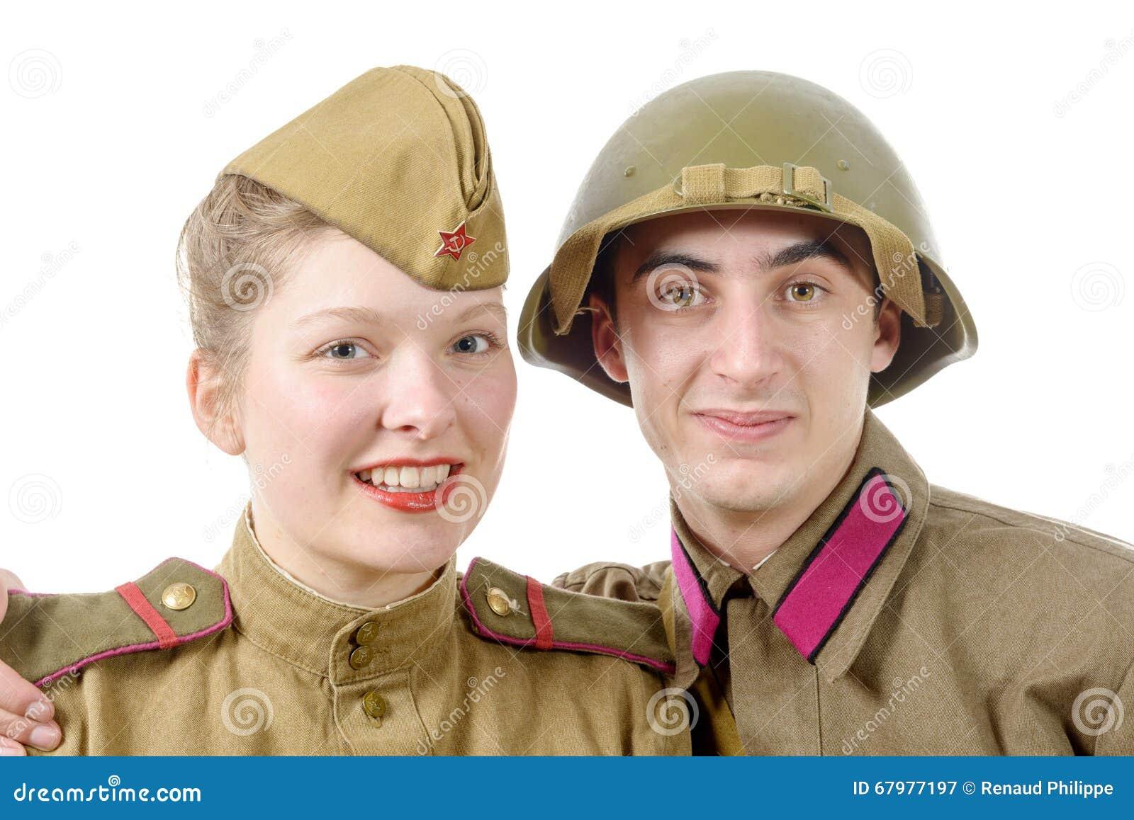 在俄国军服的画象夫妇
