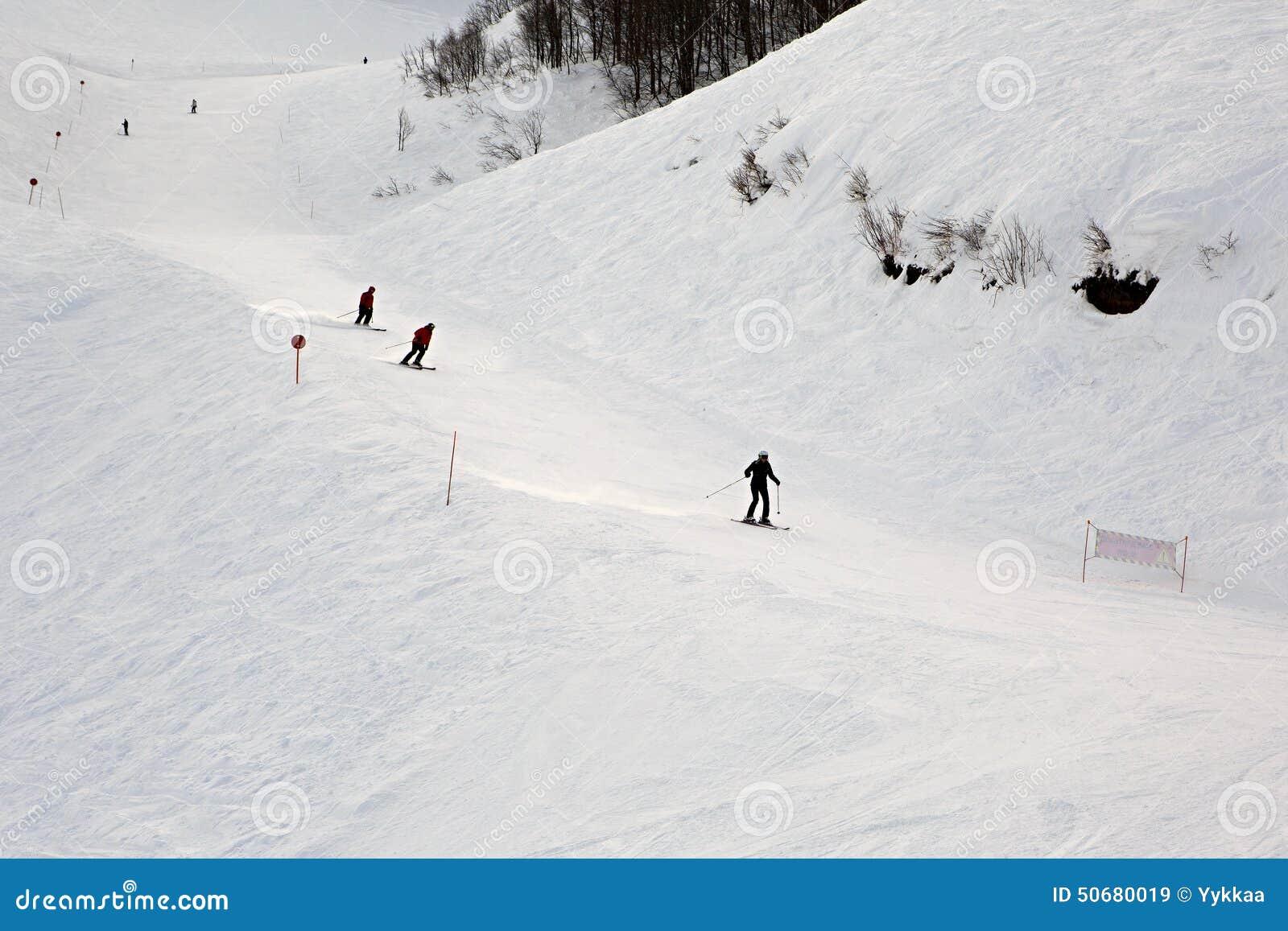 Download 在倾斜的山skitrack 库存图片. 图片 包括有 俄国, 旅游业, 休闲, 横向, 本质, 体育运动 - 50680019