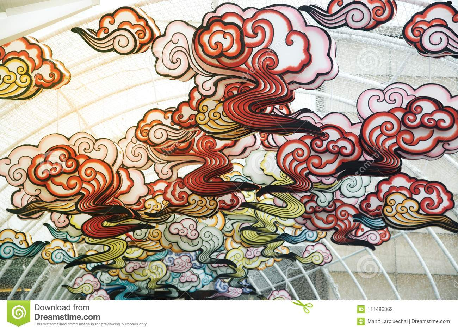 在农历新年庆祝装饰的红色comp灯灯笼中国式垂悬