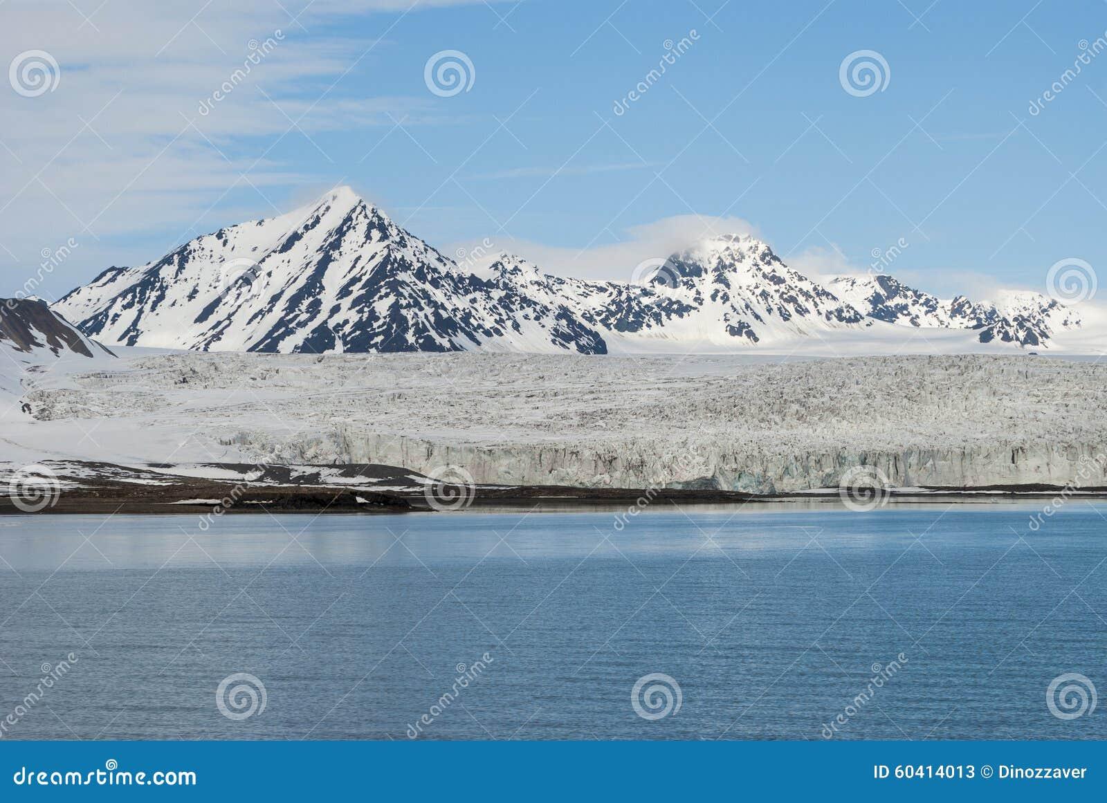 在冰川,斯瓦尔巴特群岛前面的冰山,北极