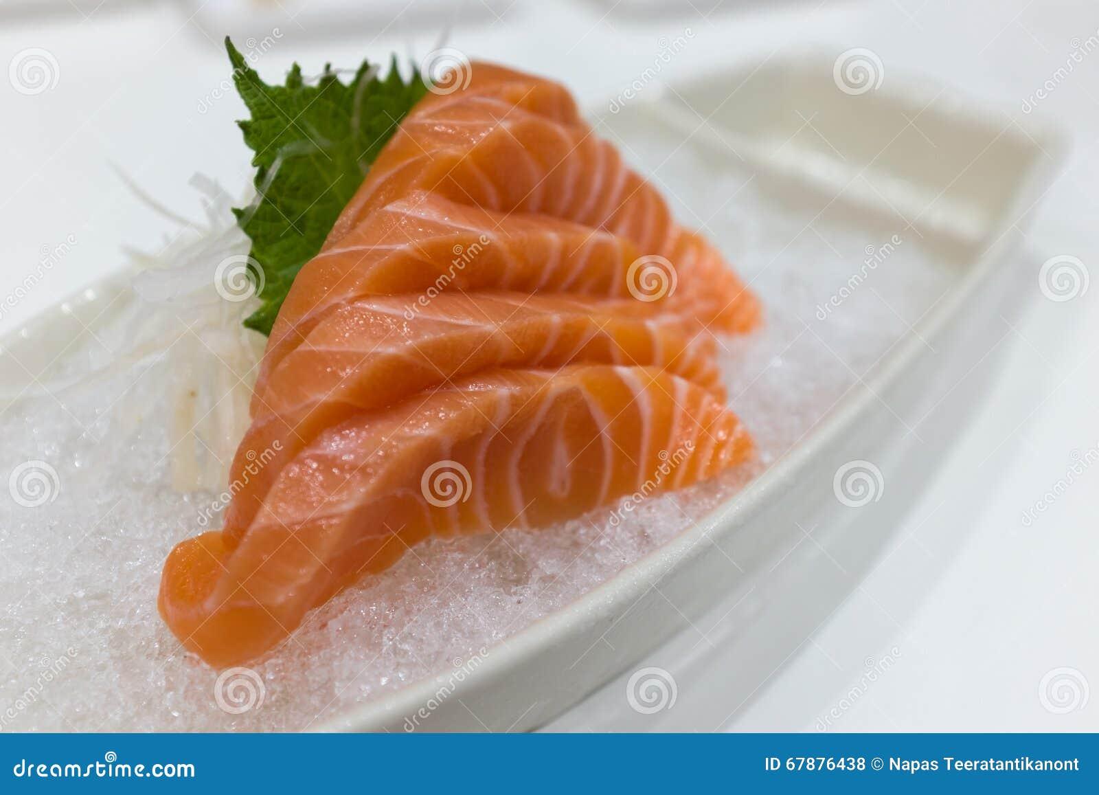 在冰的三文鱼生鱼片