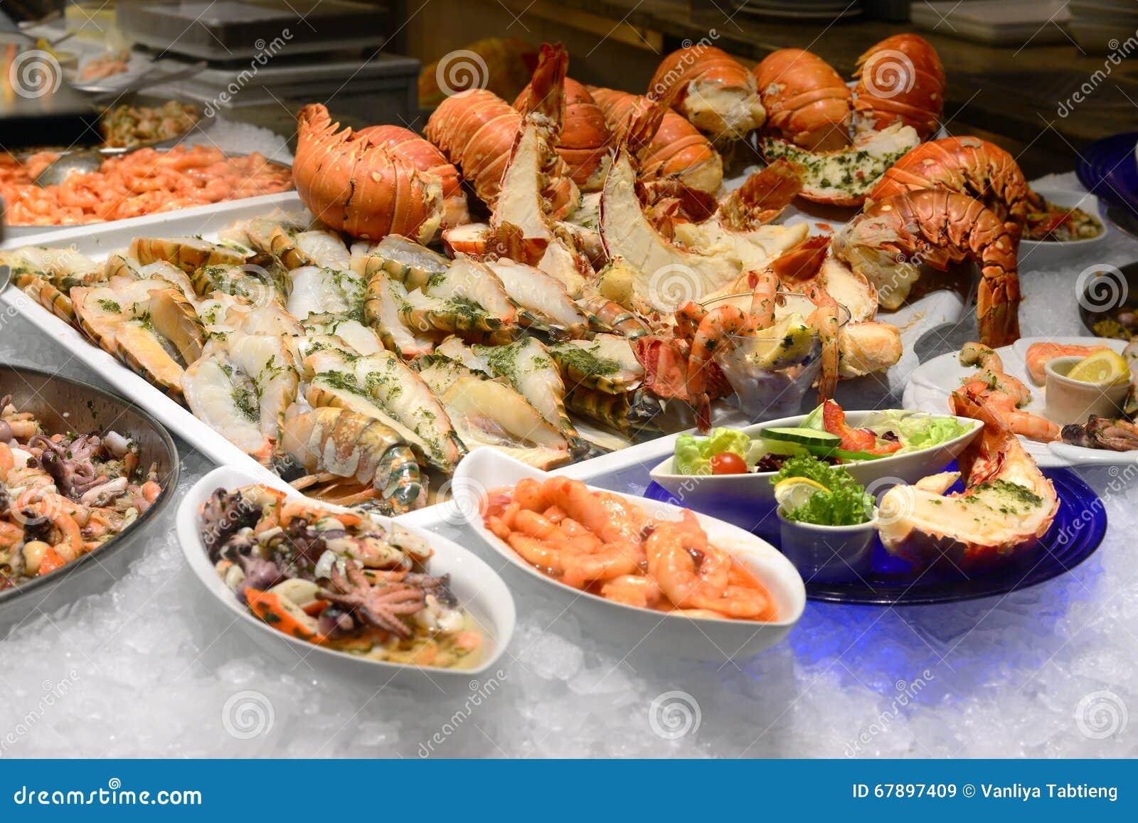 在冰的龙虾;海鲜menues在餐馆