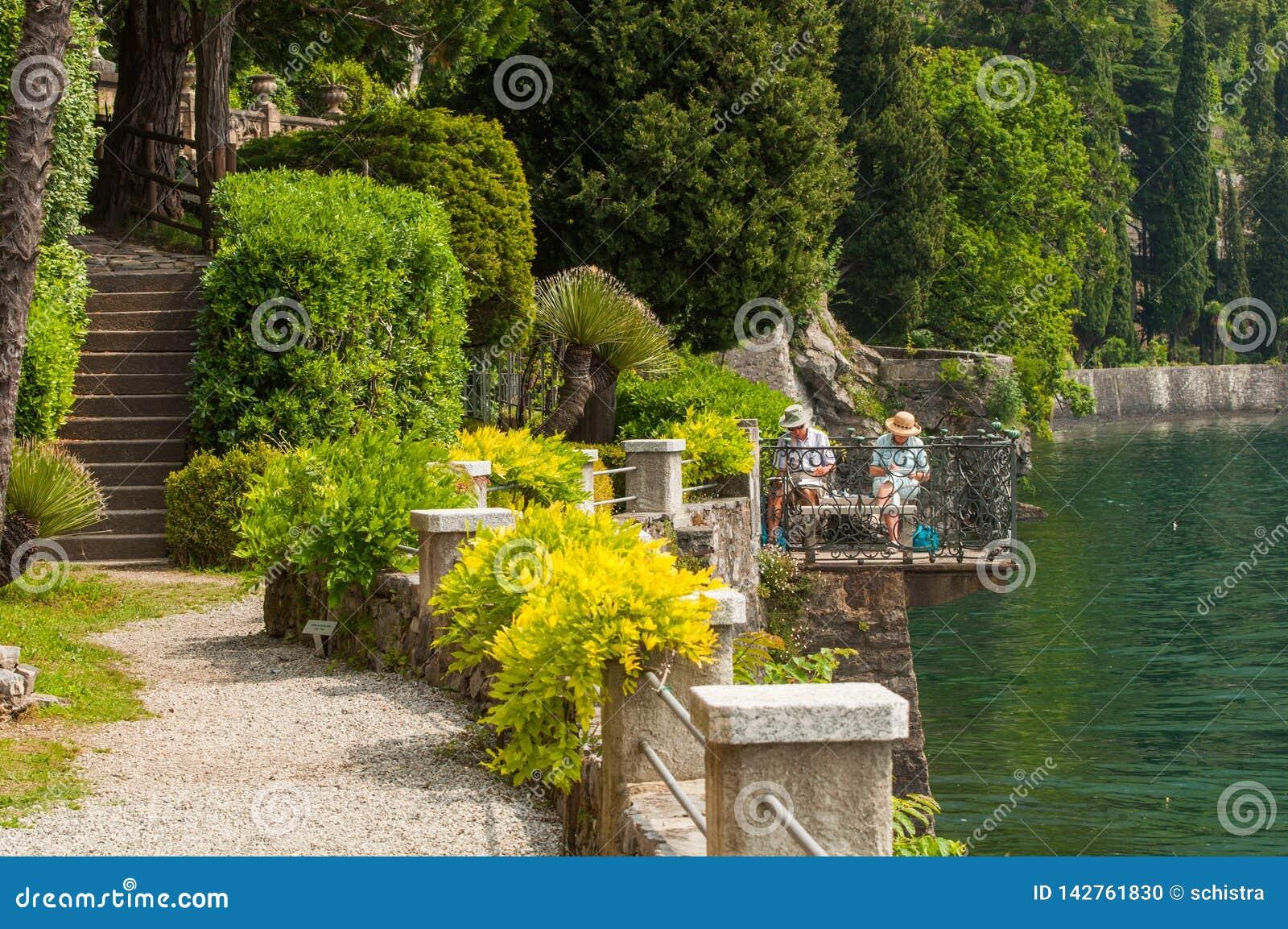 在别墅Monastero的老夫妇绘画在瓦伦纳,湖科莫湖