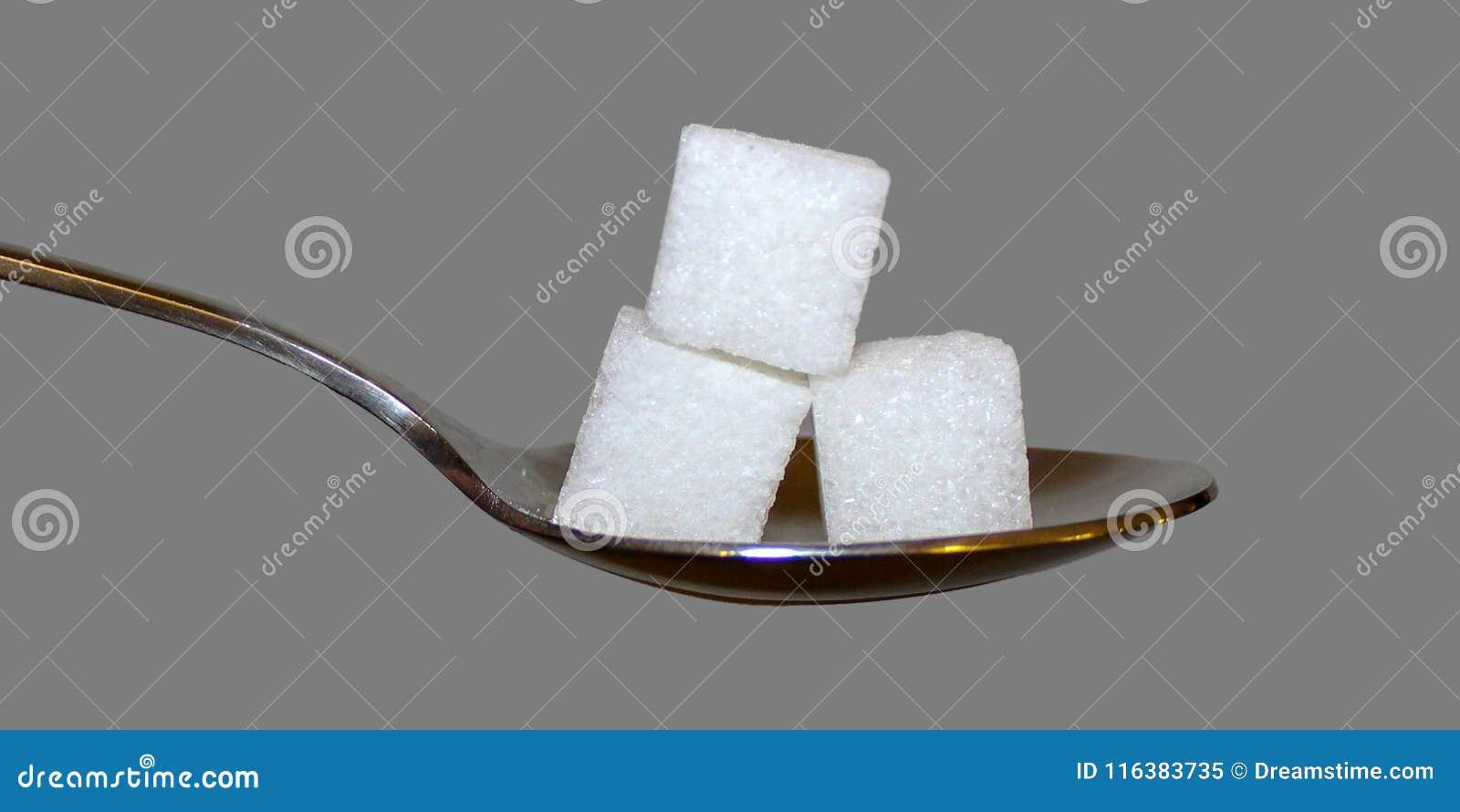 在匙子的糖立方体