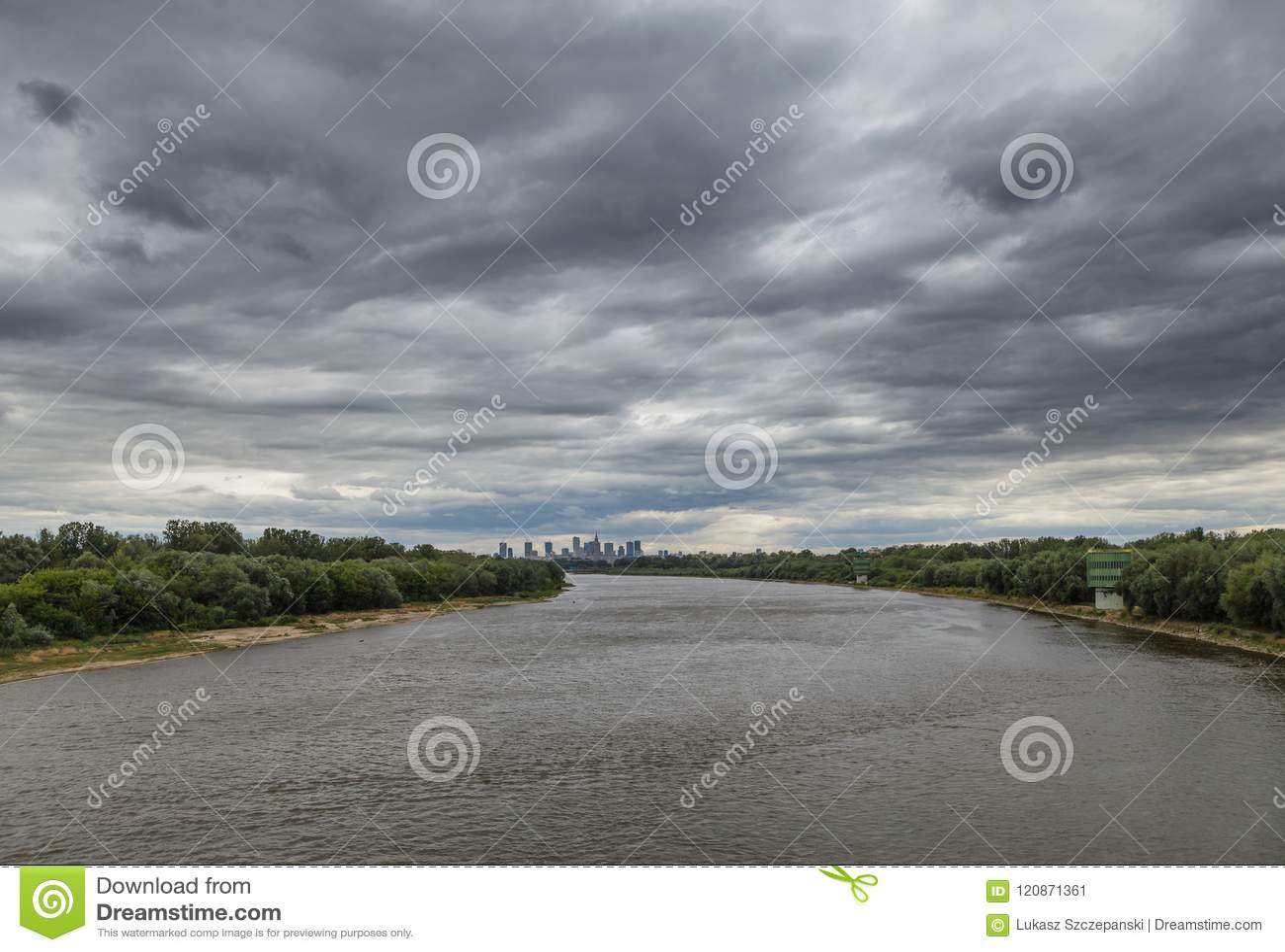 在华沙,波兰的充分的阴云密布