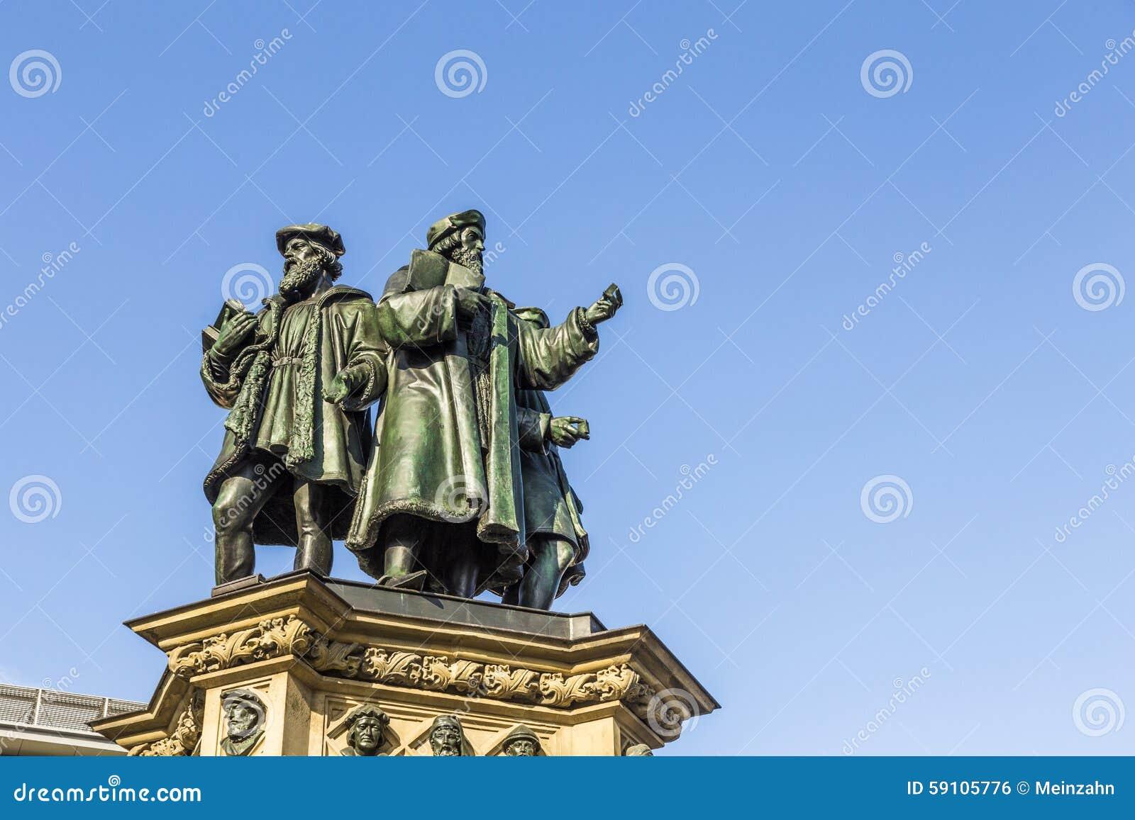 在南Rossmarkt的约翰内斯・谷登堡纪念碑在Fra