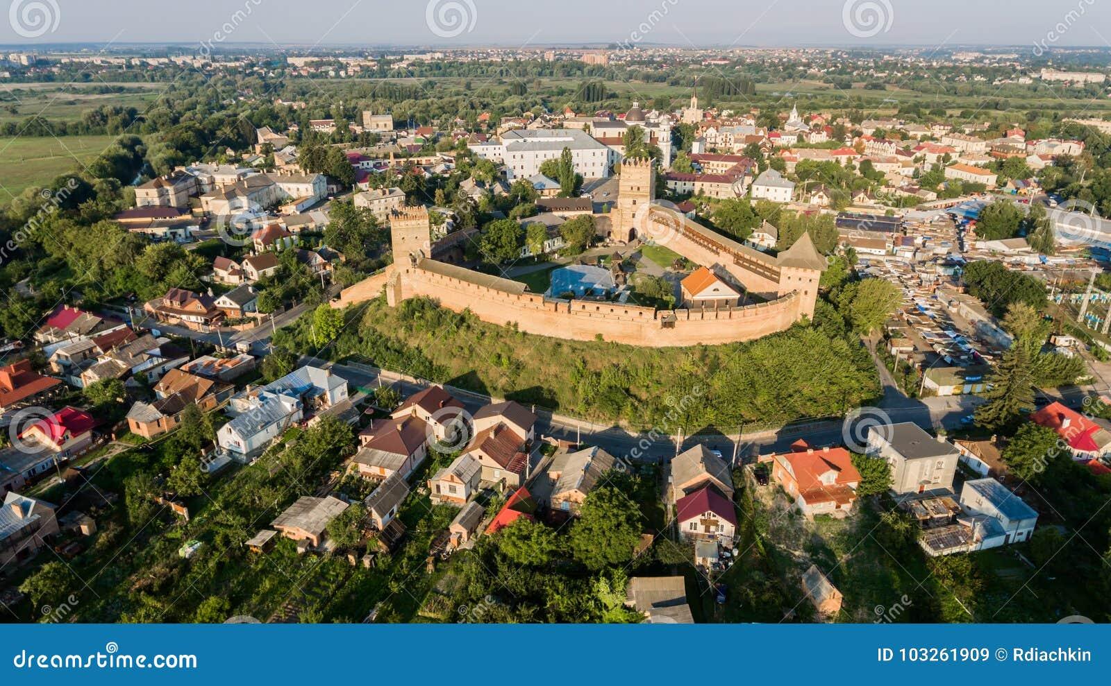 在卢茨克城堡的Arieal视图 Lubart王子石头城堡,卢茨克市,乌克兰地标