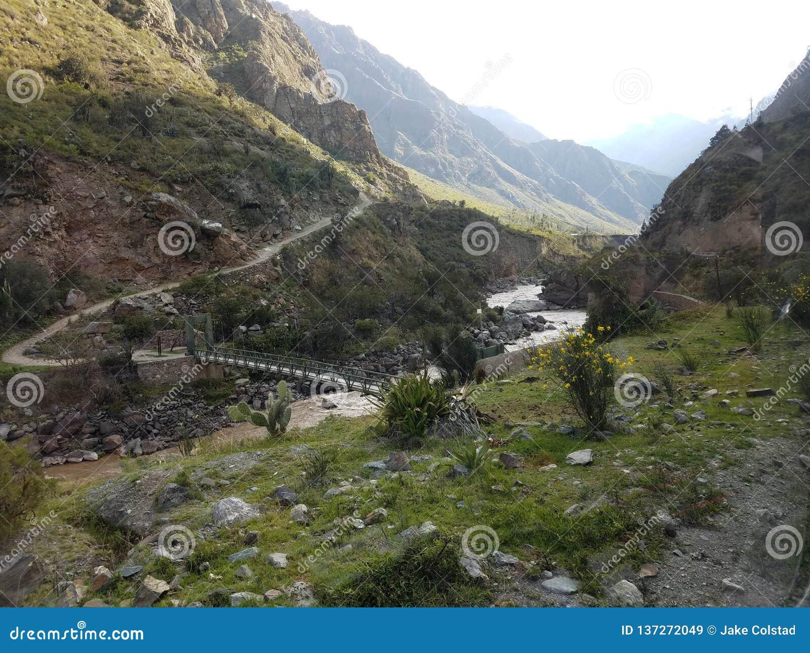 在印加人足迹的开始桥梁