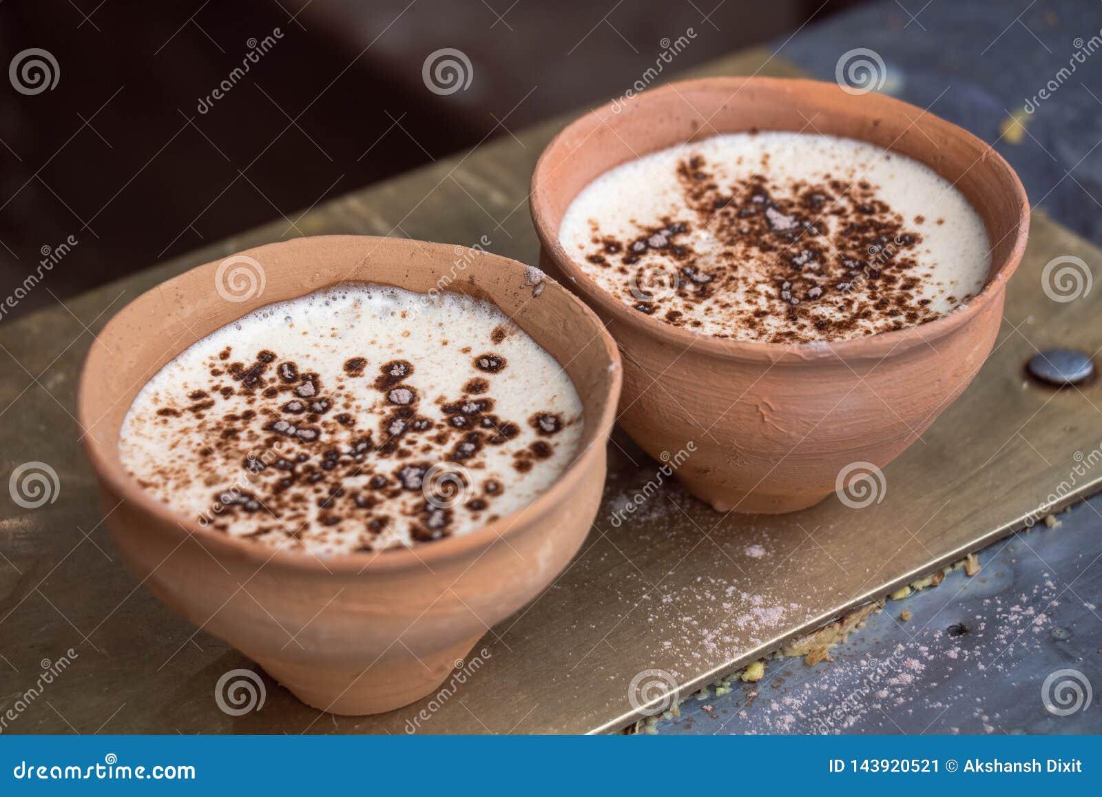 在印度黏土杯- Kulhad的咖啡