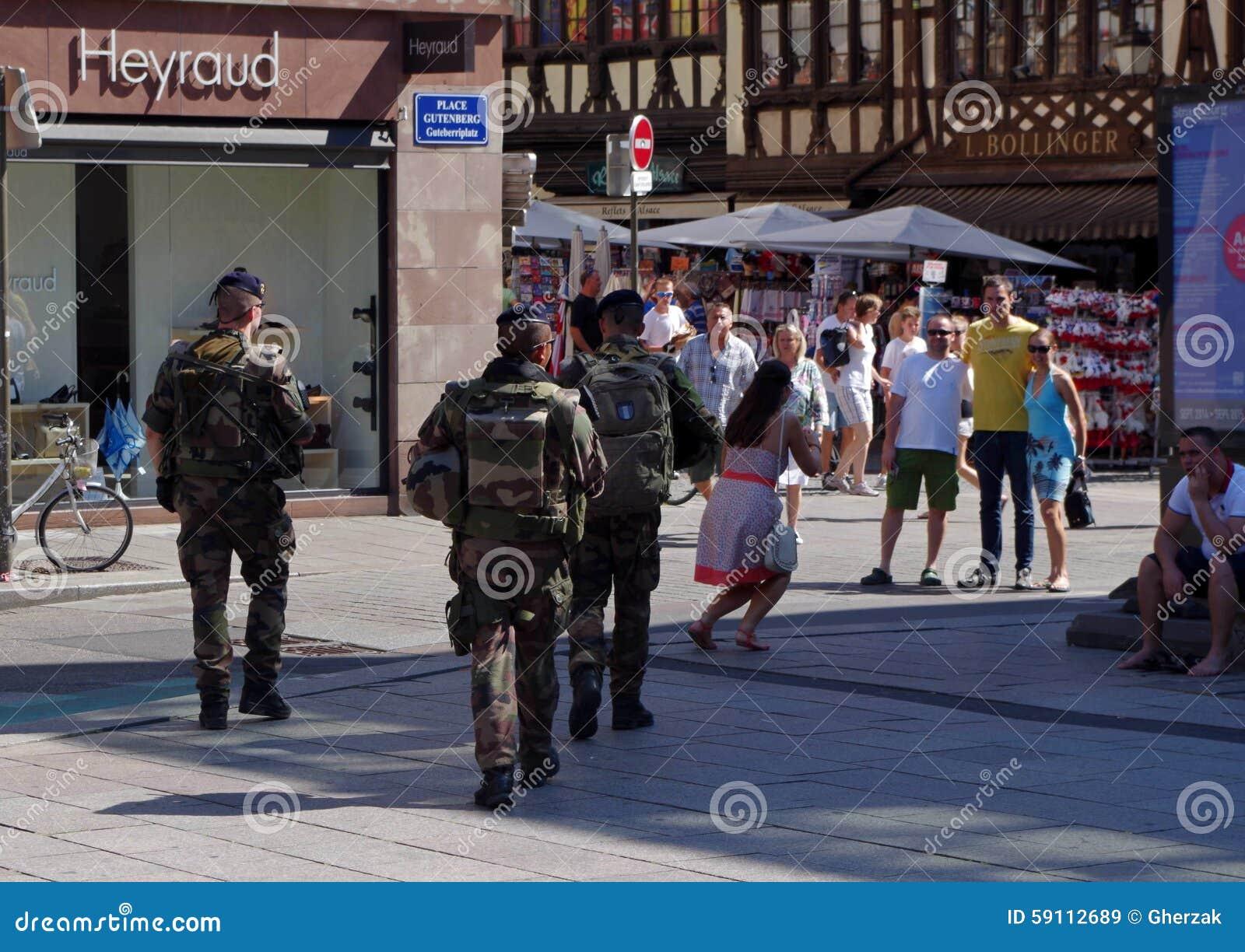 在史特拉斯堡街道的陆军特种部队