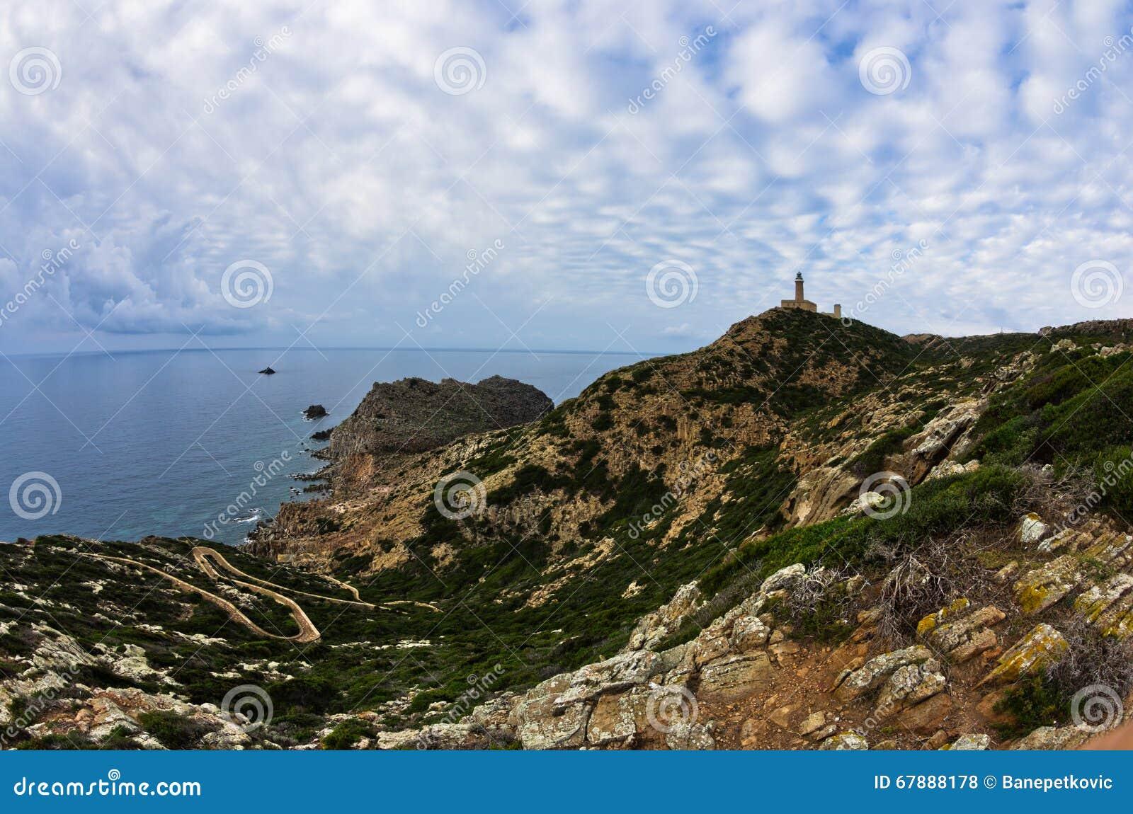 在品柱Sandalo的灯塔在圣彼得罗海岛,撒丁岛西海岸