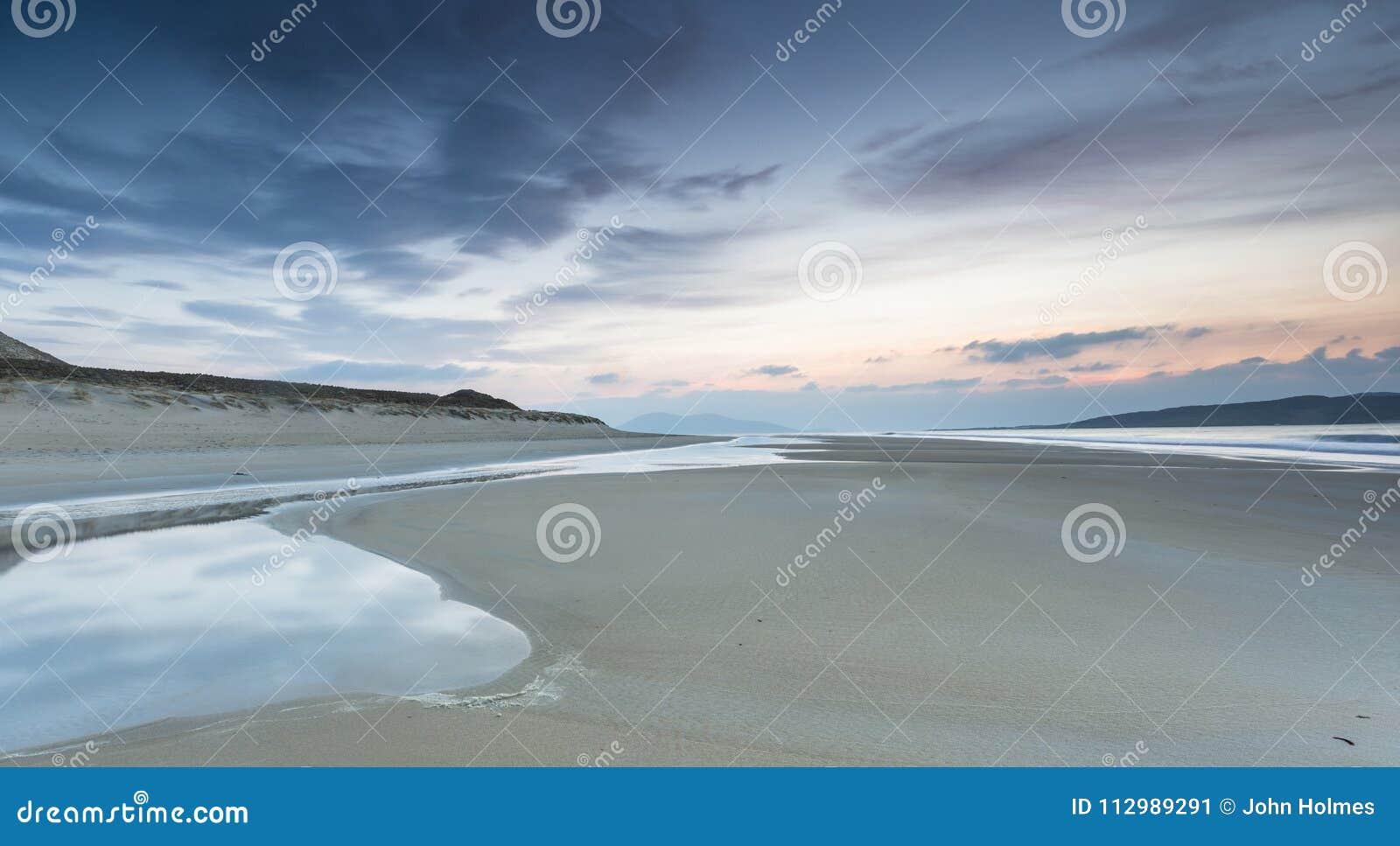 在哈里斯小岛的Luskentyre海滩在苏格兰