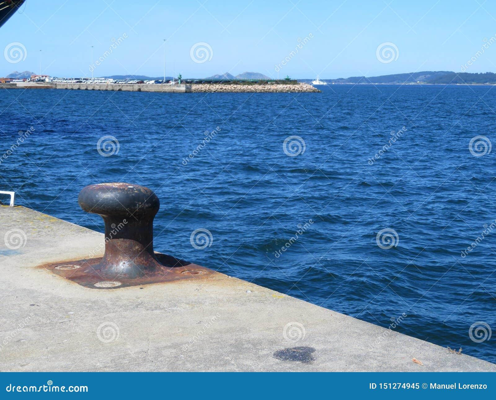 在哪里停泊口岸加油和修理的停放的小船