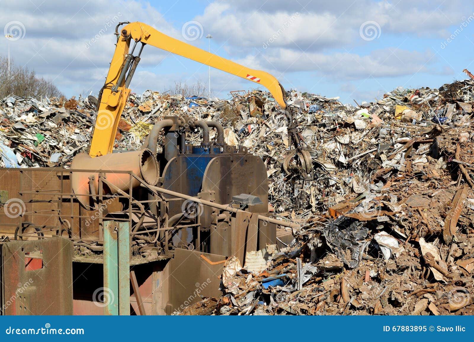 在回收站点的金属废料