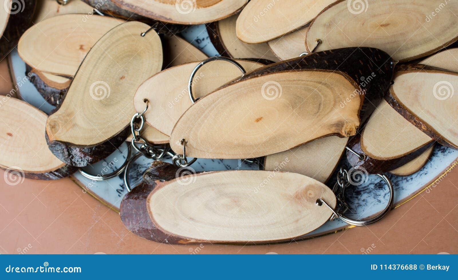 在圆的稀薄的片断切开的木日志
