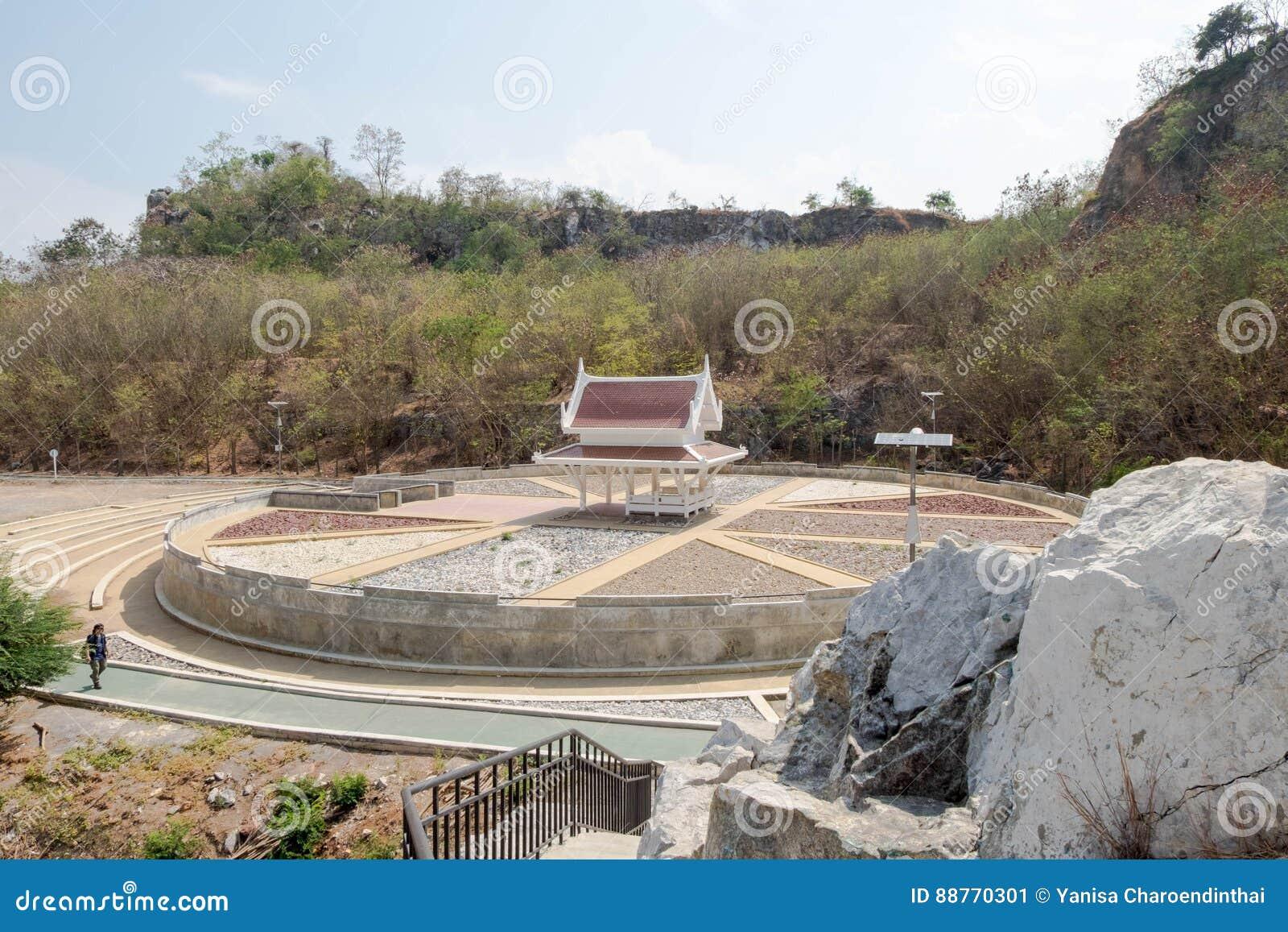 在圈子石头庭院中间的亭子, Khao-Ngu山公园的部分