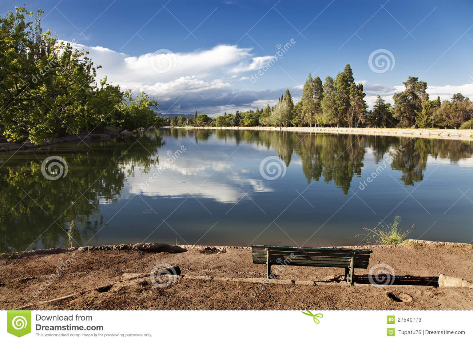 在圣・马丁将军公园的长凳