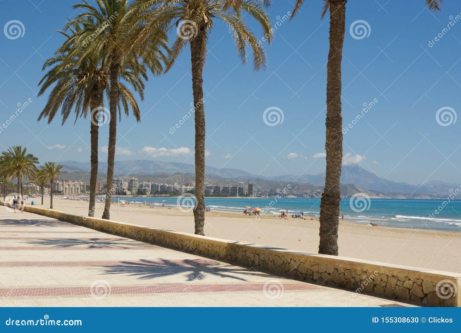 在圣徒霍安,科斯塔布朗卡,西班牙的海滩