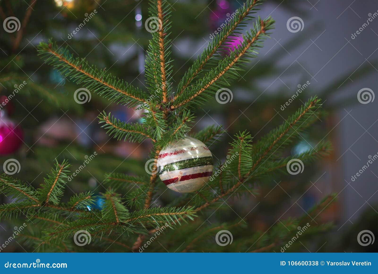 在圣诞树的苏联装饰吊