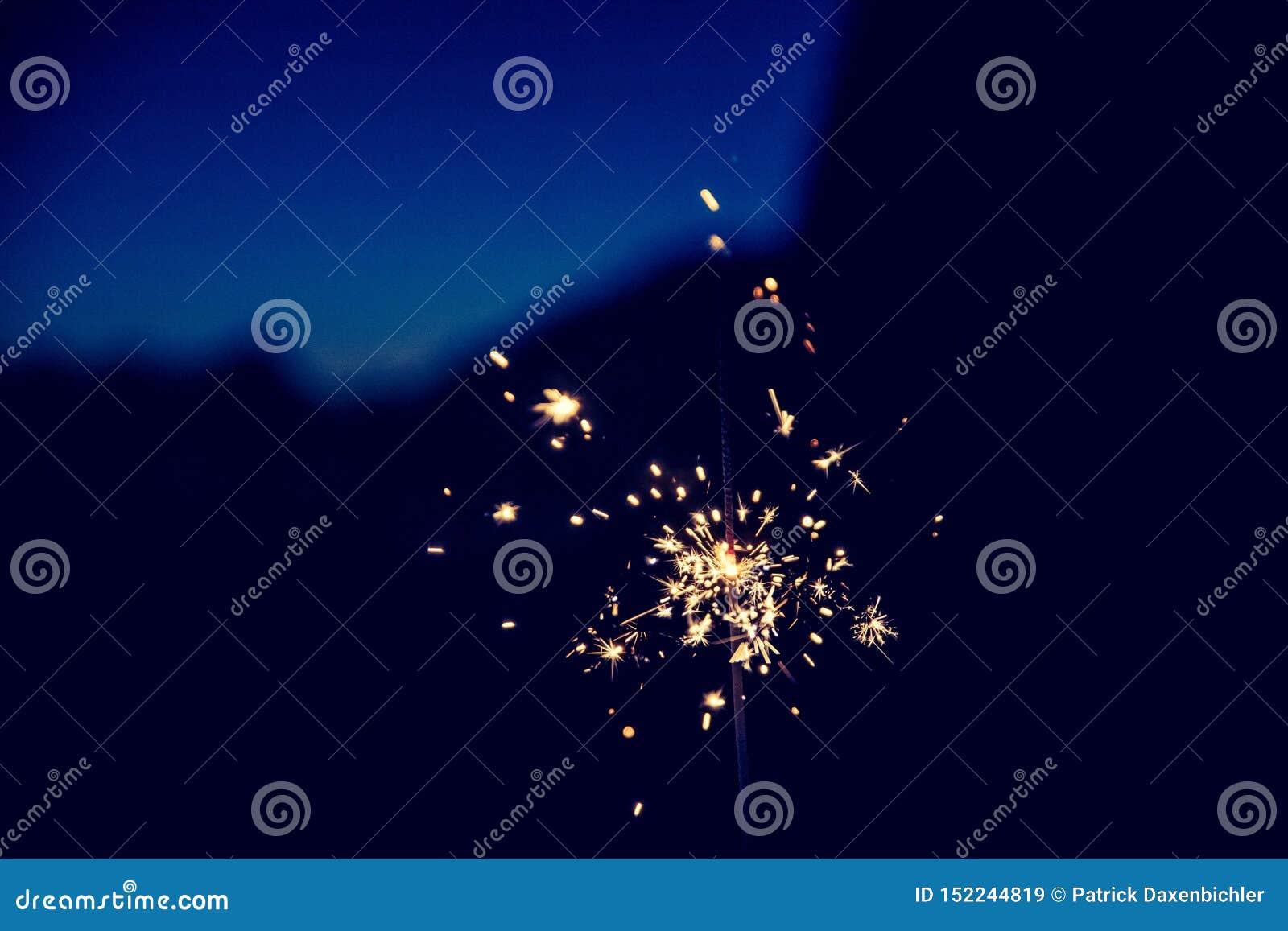在圣诞节打过工和除夕的闪烁发光物