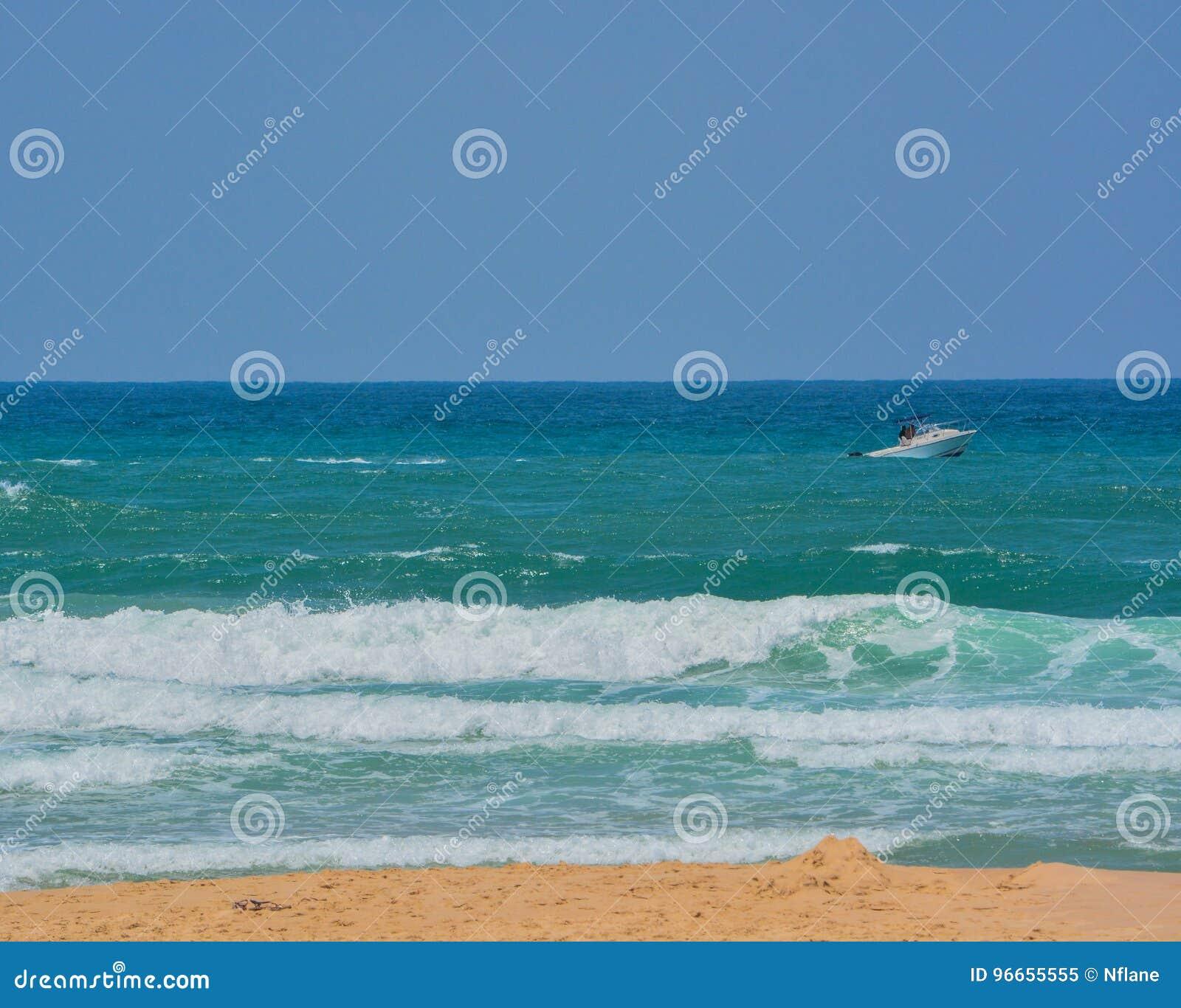 在地中海的一条小船在亚实基伦,以色列