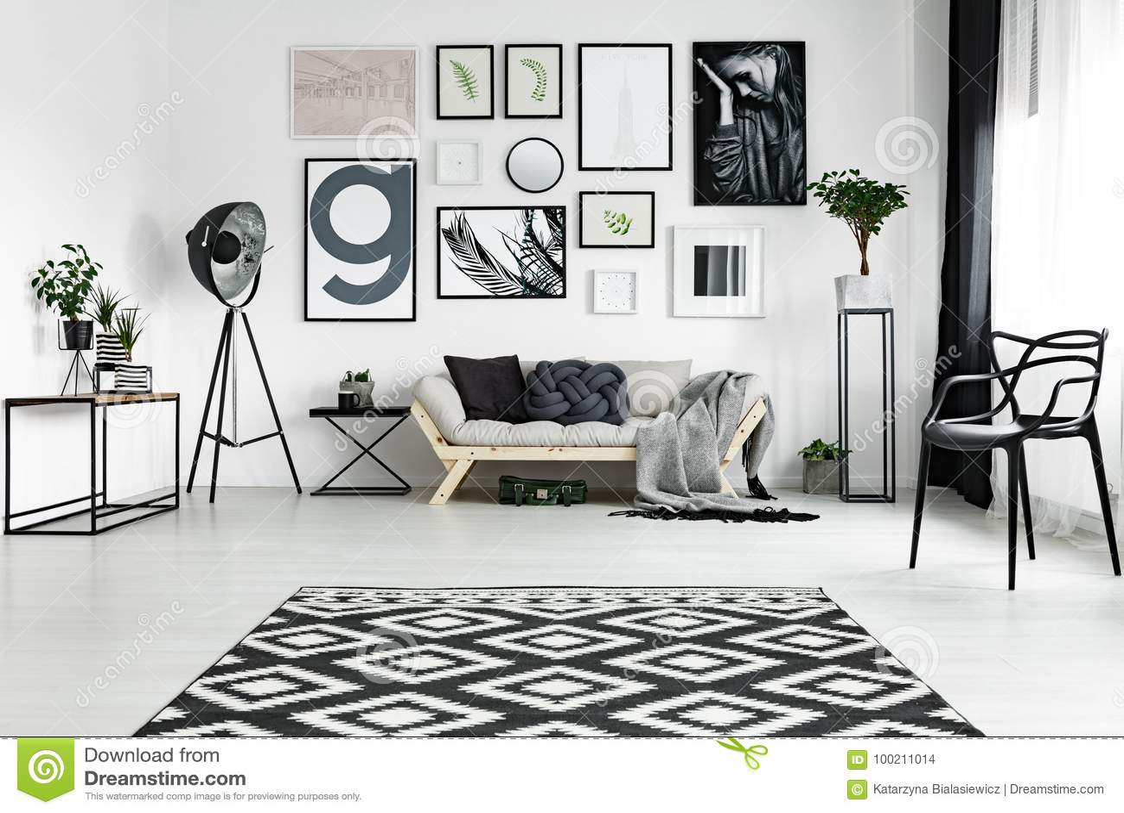 在地板上的地毯