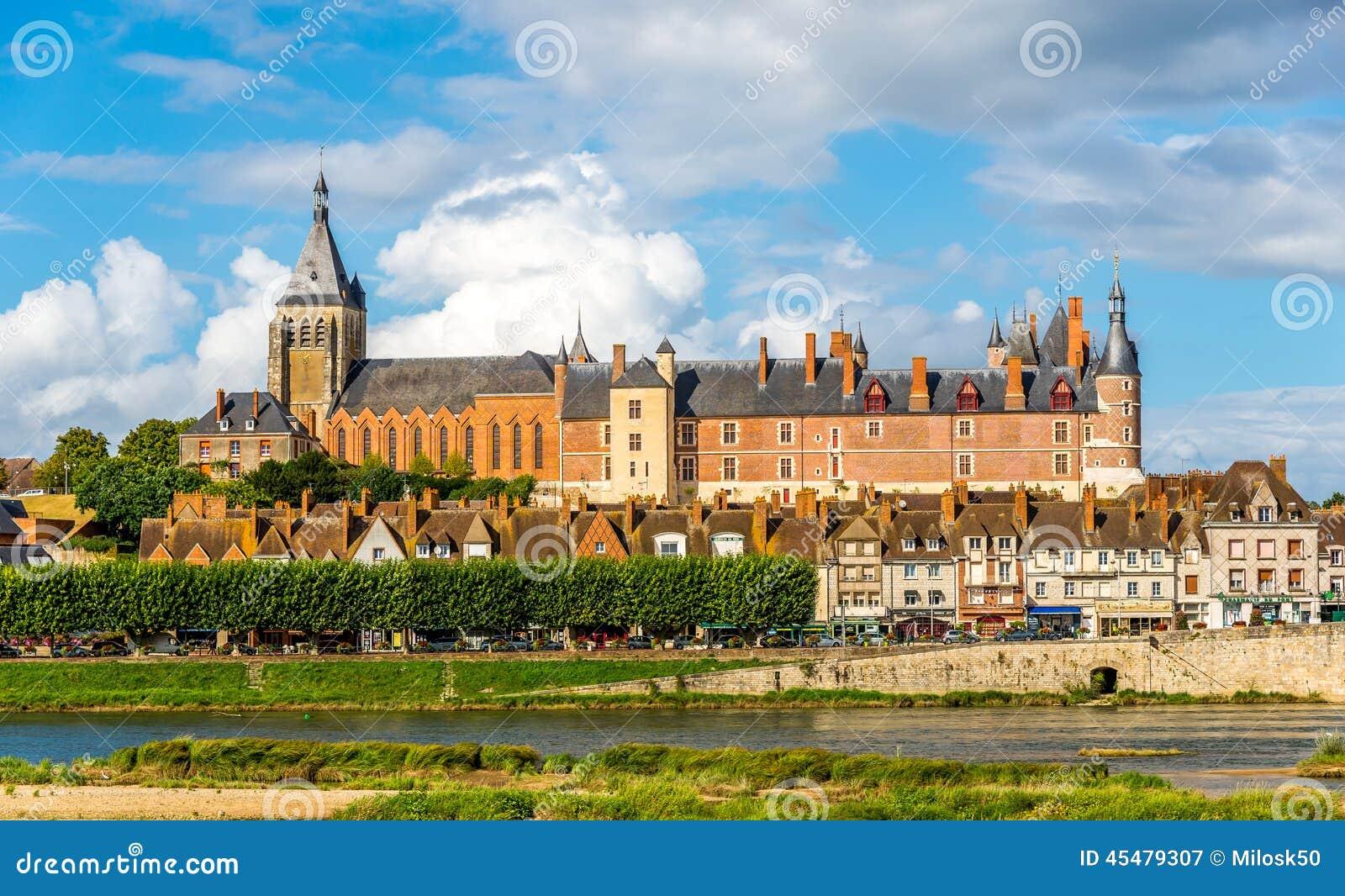 在城堡然镇的看法