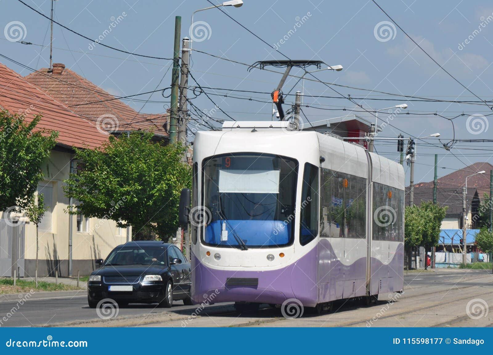 在城市街道的电车