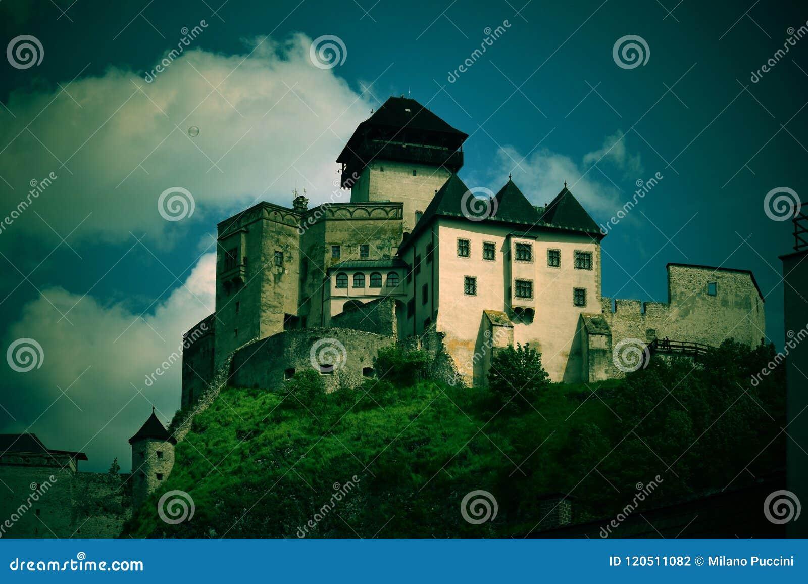 在城市tren02 03 01n上的一座古老城堡 库存.