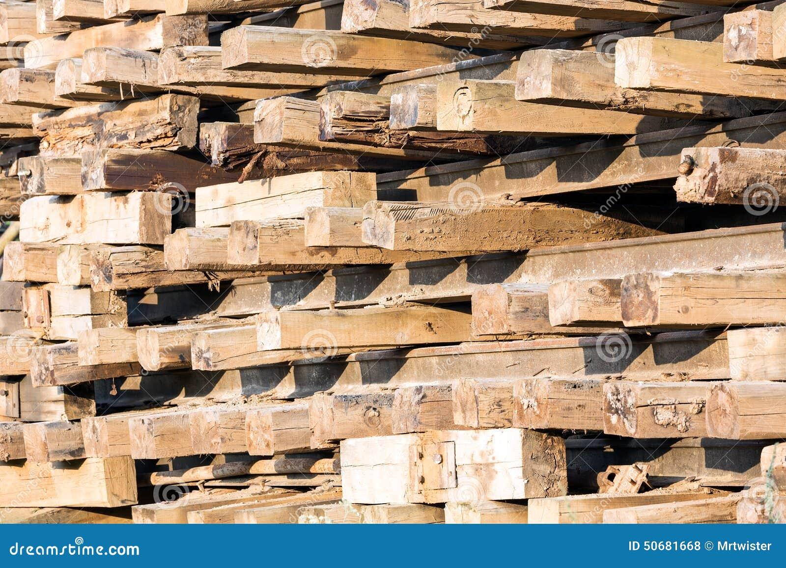 Download 在堆的老木睡眠者 库存照片. 图片 包括有 木材, 旧货, 大量, 木头, 织地不很细, 详细资料, 日志 - 50681668