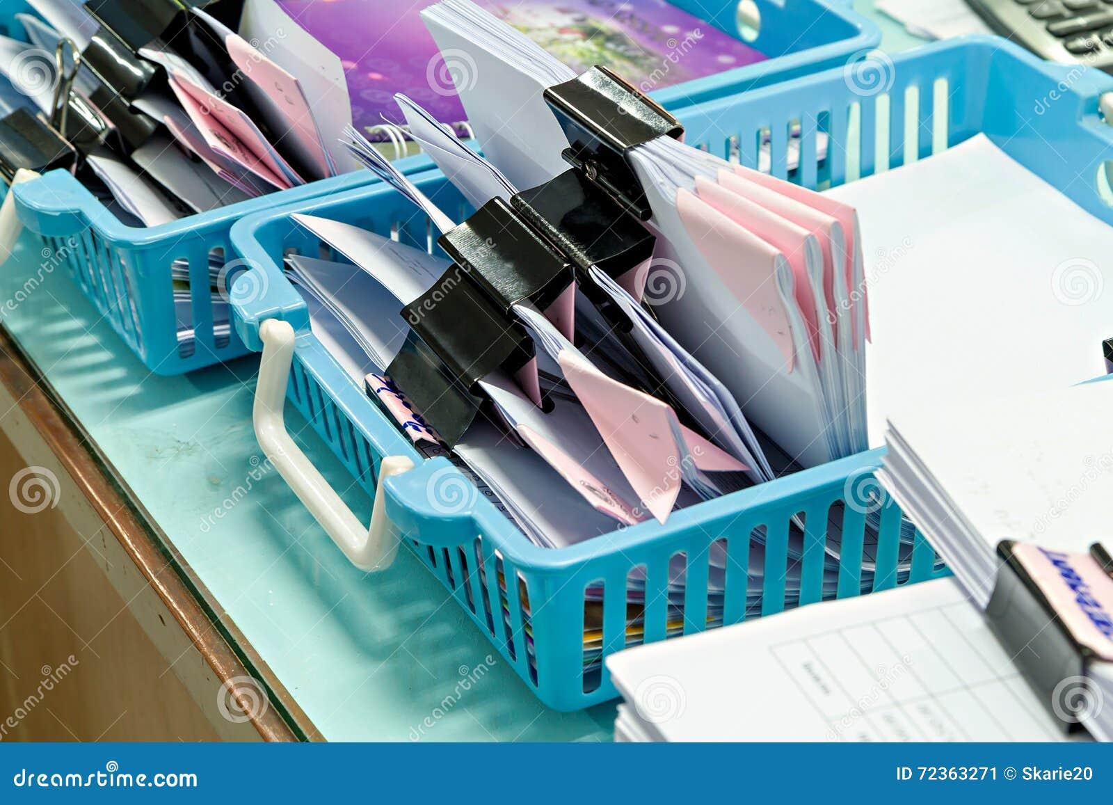 在塑料篮子的文件
