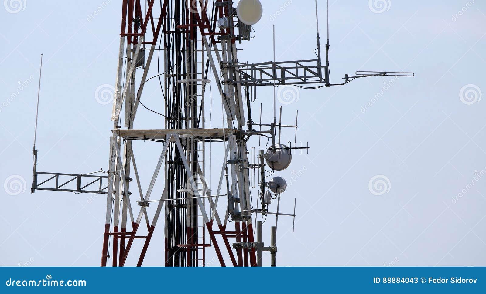 在塔的电信设备