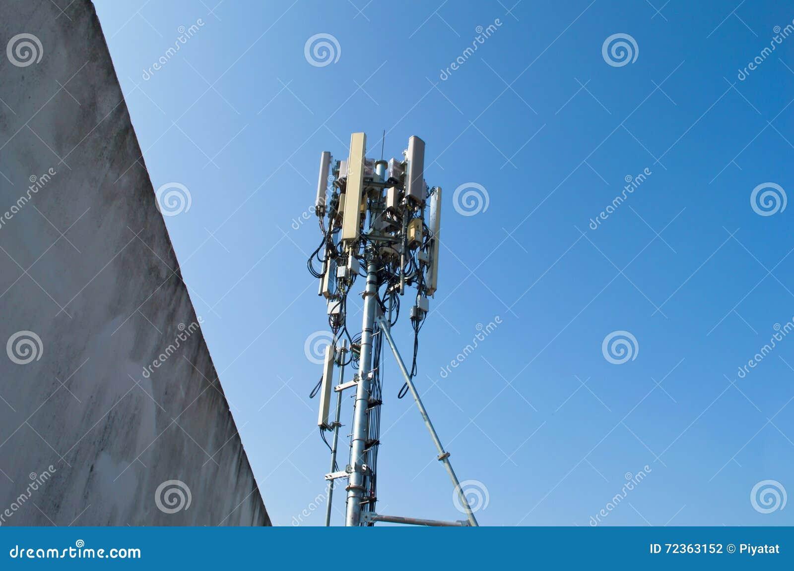 在塔的高帆柱金属结构电信与蓝天