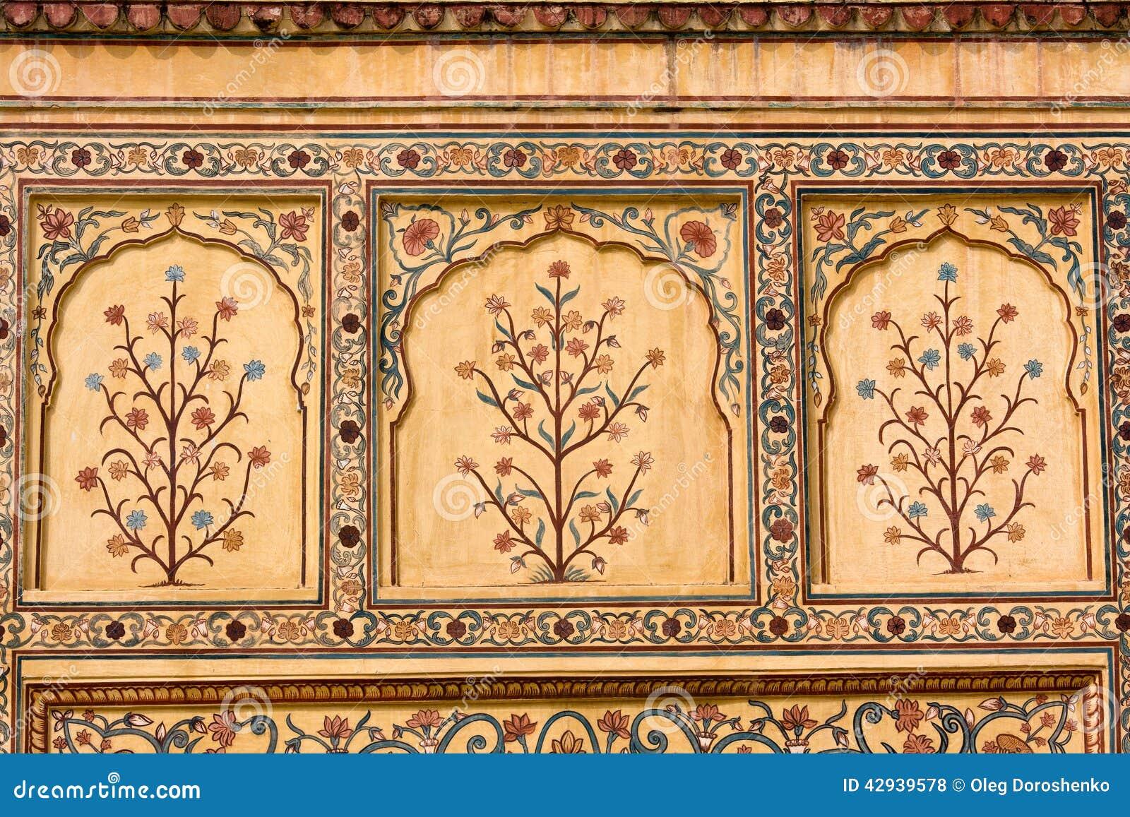 在墙壁上的印地安装饰品