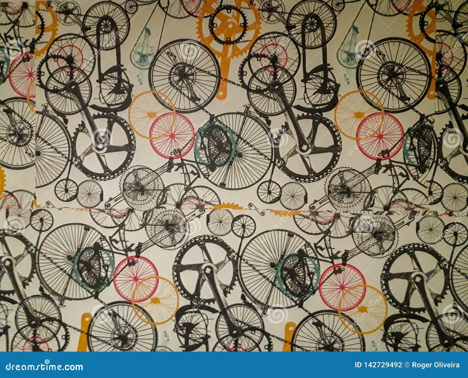 在墙壁上的墙纸有软的退色的条纹的