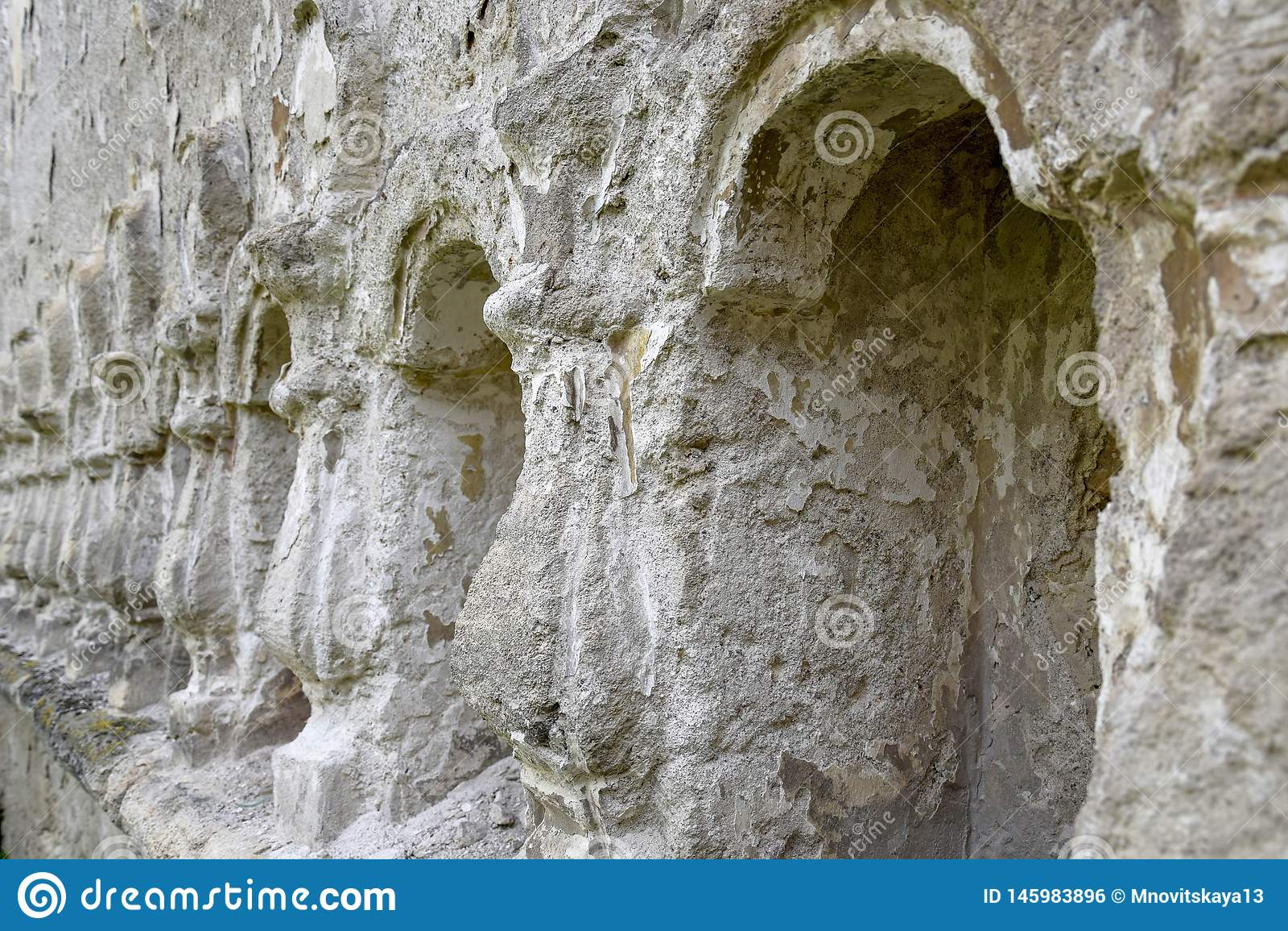 在墙壁雕刻的石安心专栏