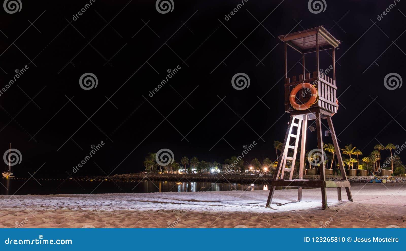 在大加那利岛西班牙海岛上的夏夜