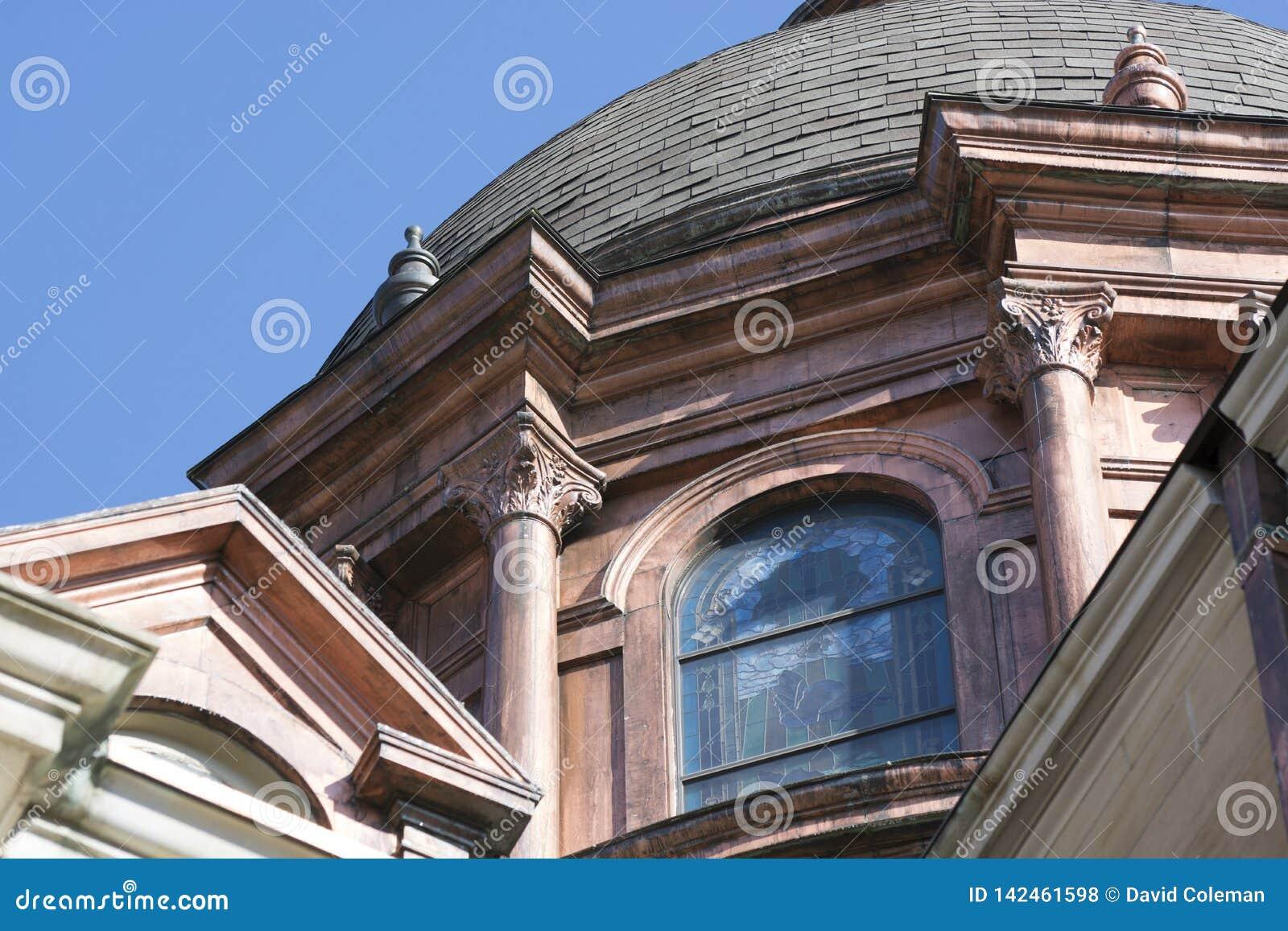 在大教堂的铜圆顶