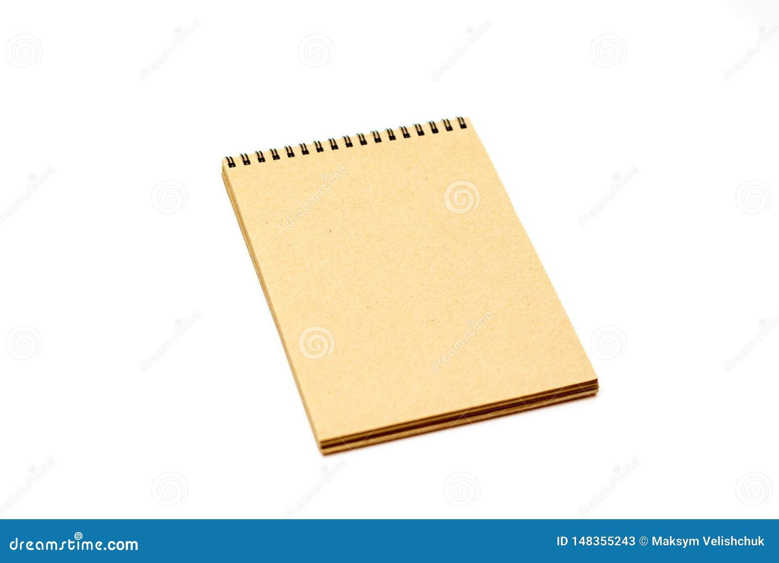 在大模型的白色背景隔绝的笔记本顶视图