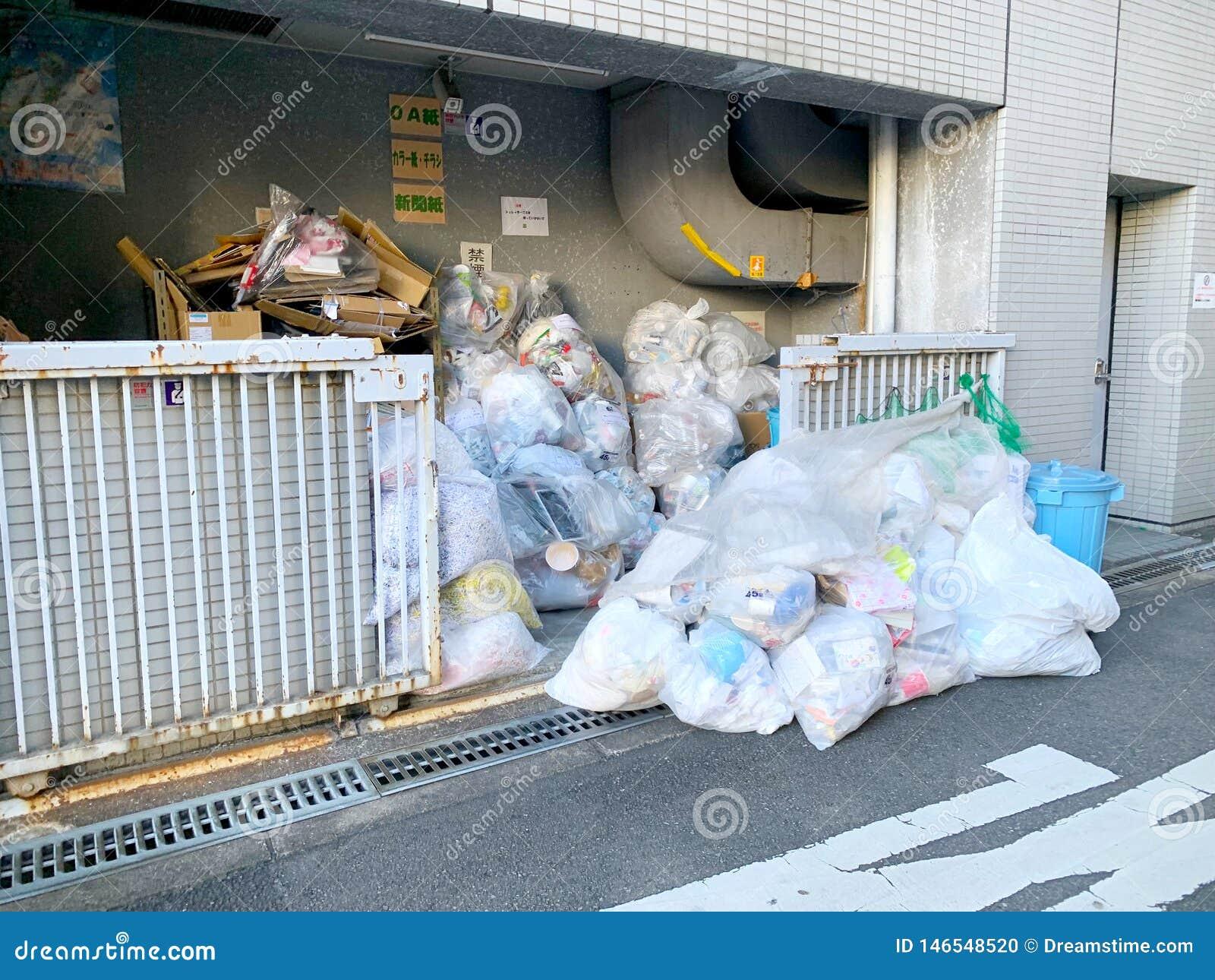 在大阪街道的垃圾