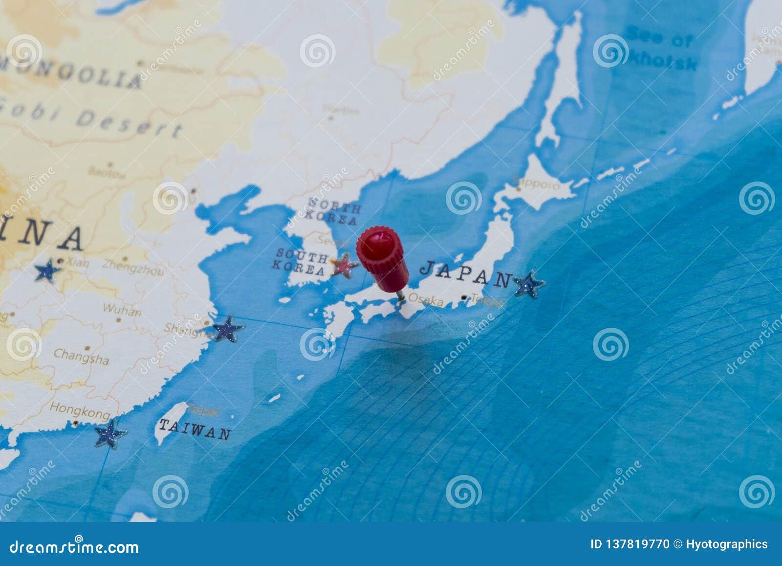 在大阪,世界地图的日本的一个别针